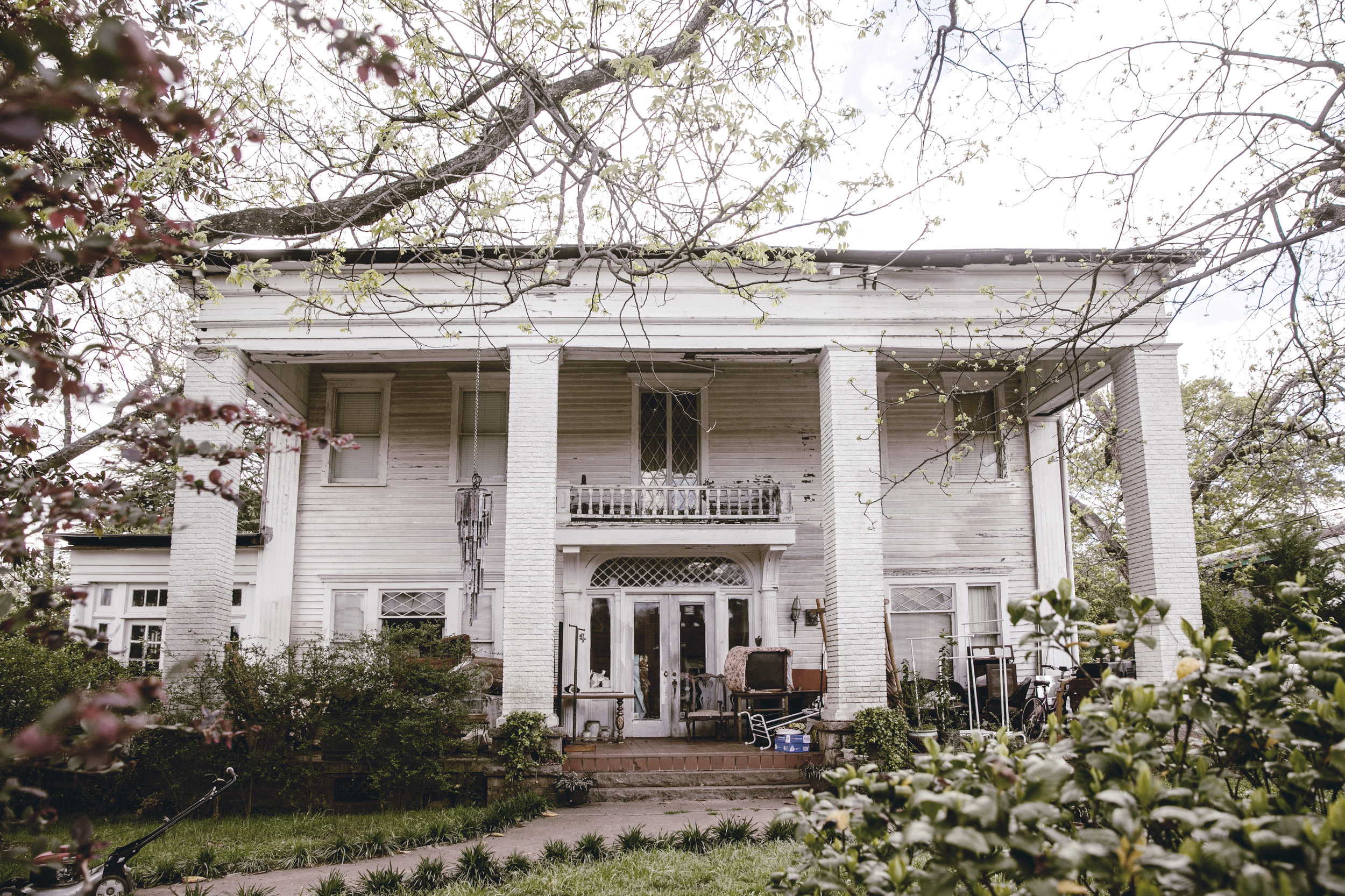 grande historic white home in Monticello Georgia / heirloomed