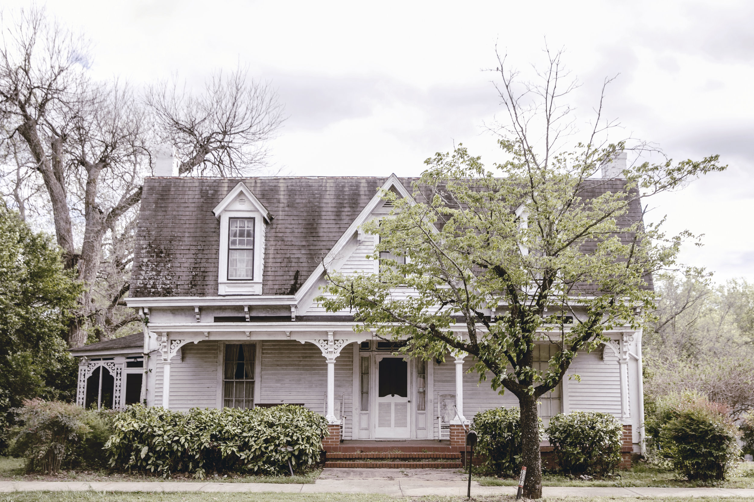 charming white southern historic farm house in Monticello GA / heirloomed