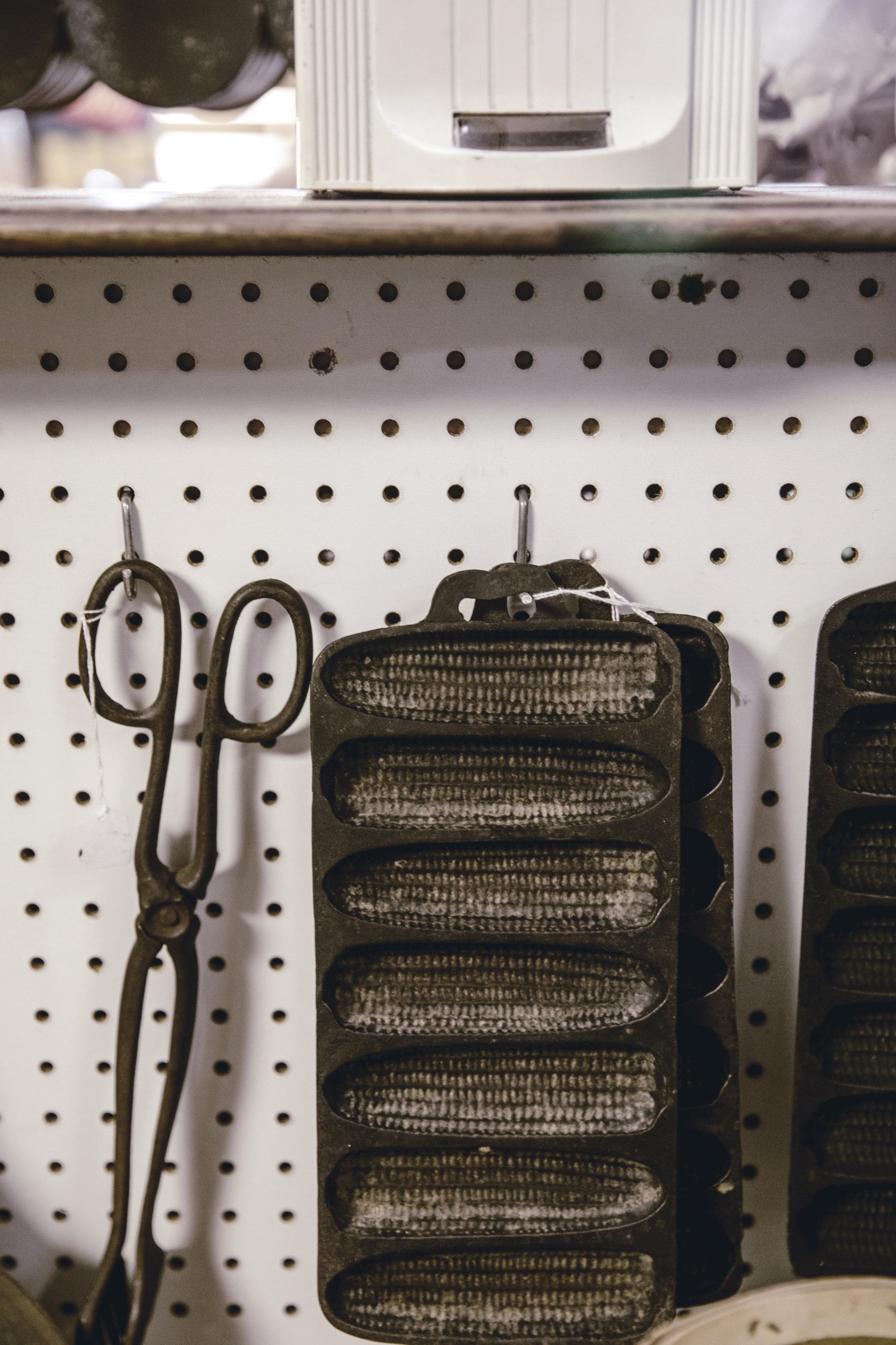 vintage cast iron cornbread pan / heirloomed