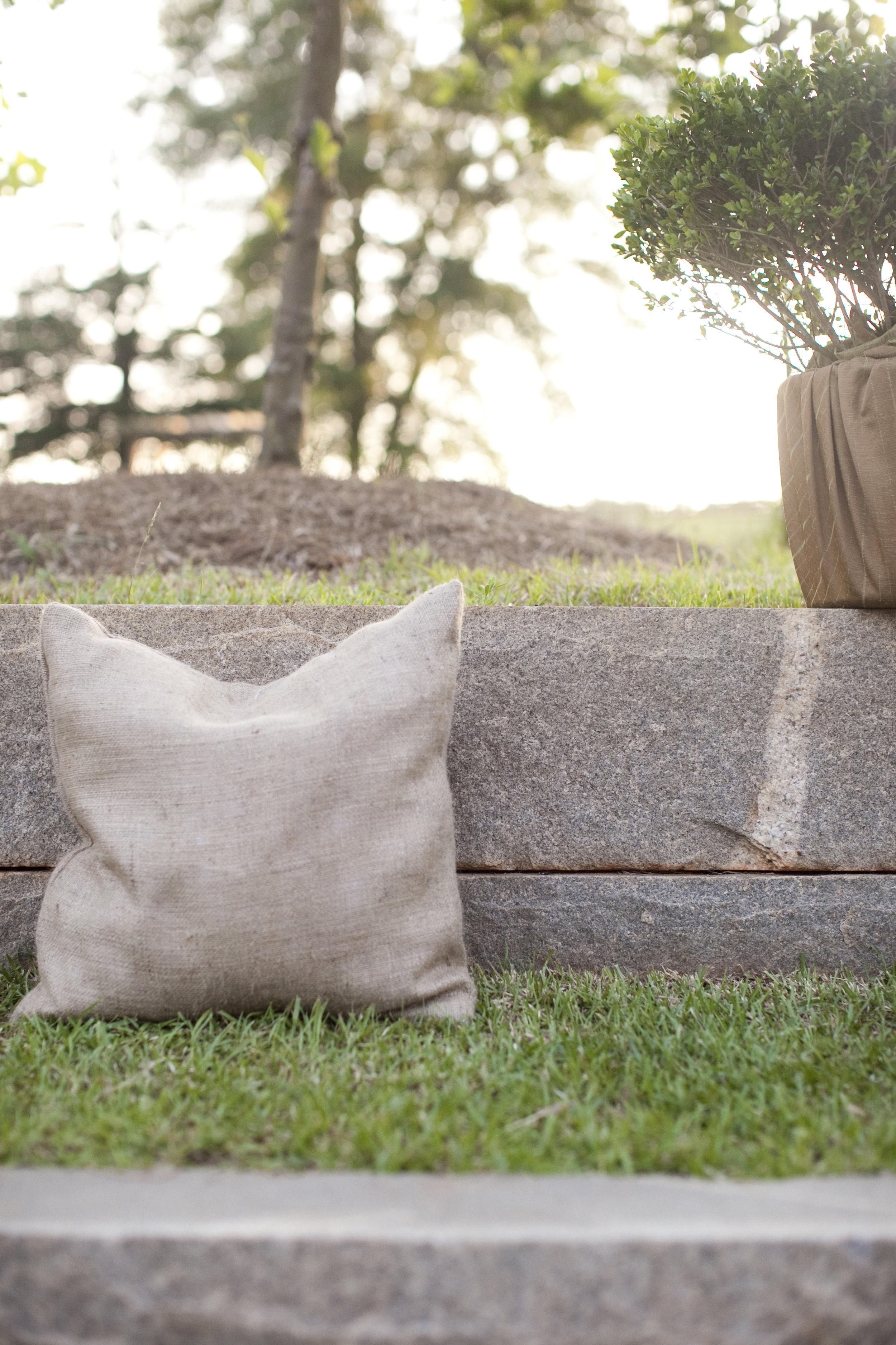 outdoor wedding cozy details / heirloomed