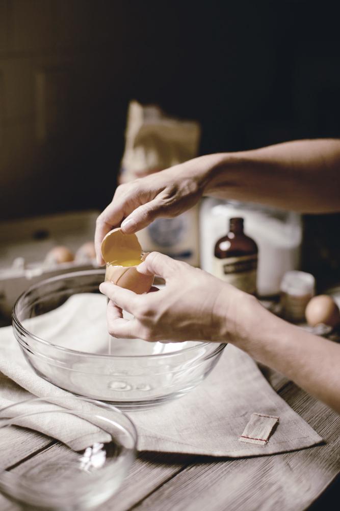 tips for separating an egg yolk / heirloomed
