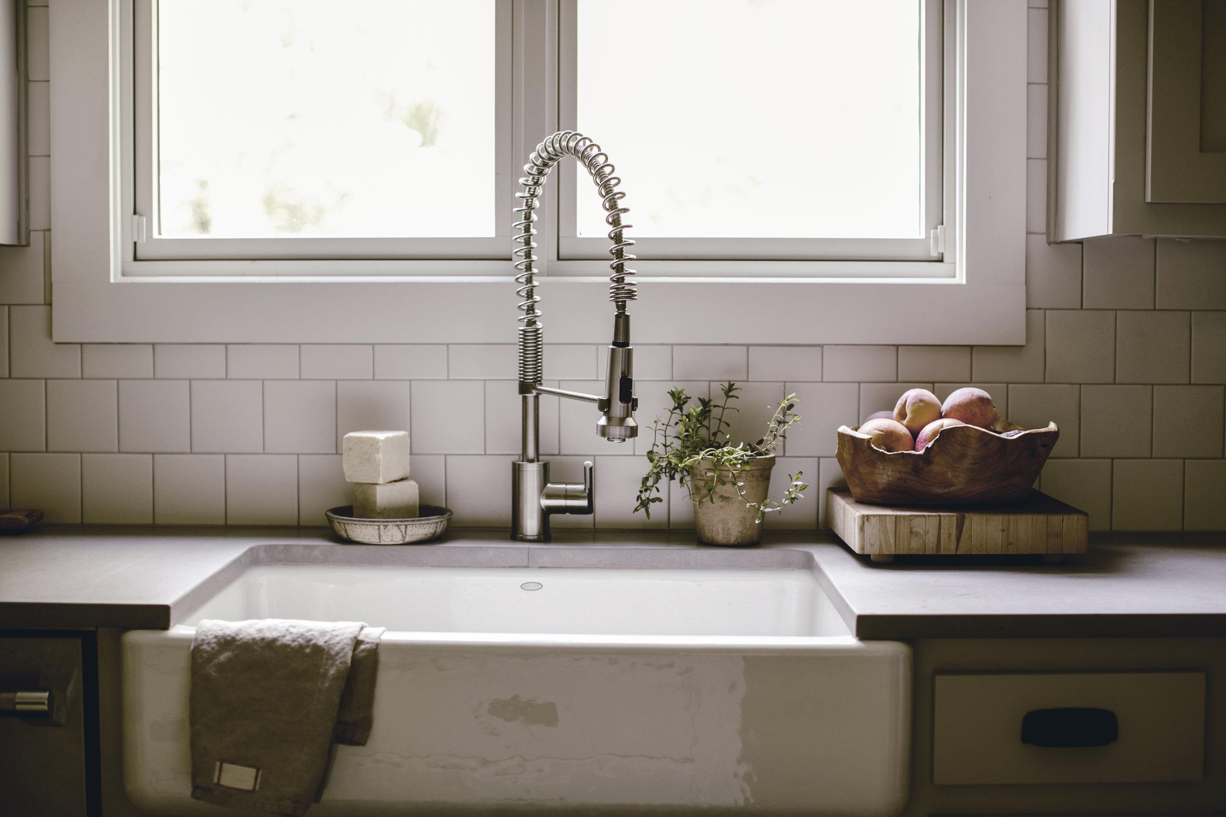 farmhouse kitchen sink / heirloomed