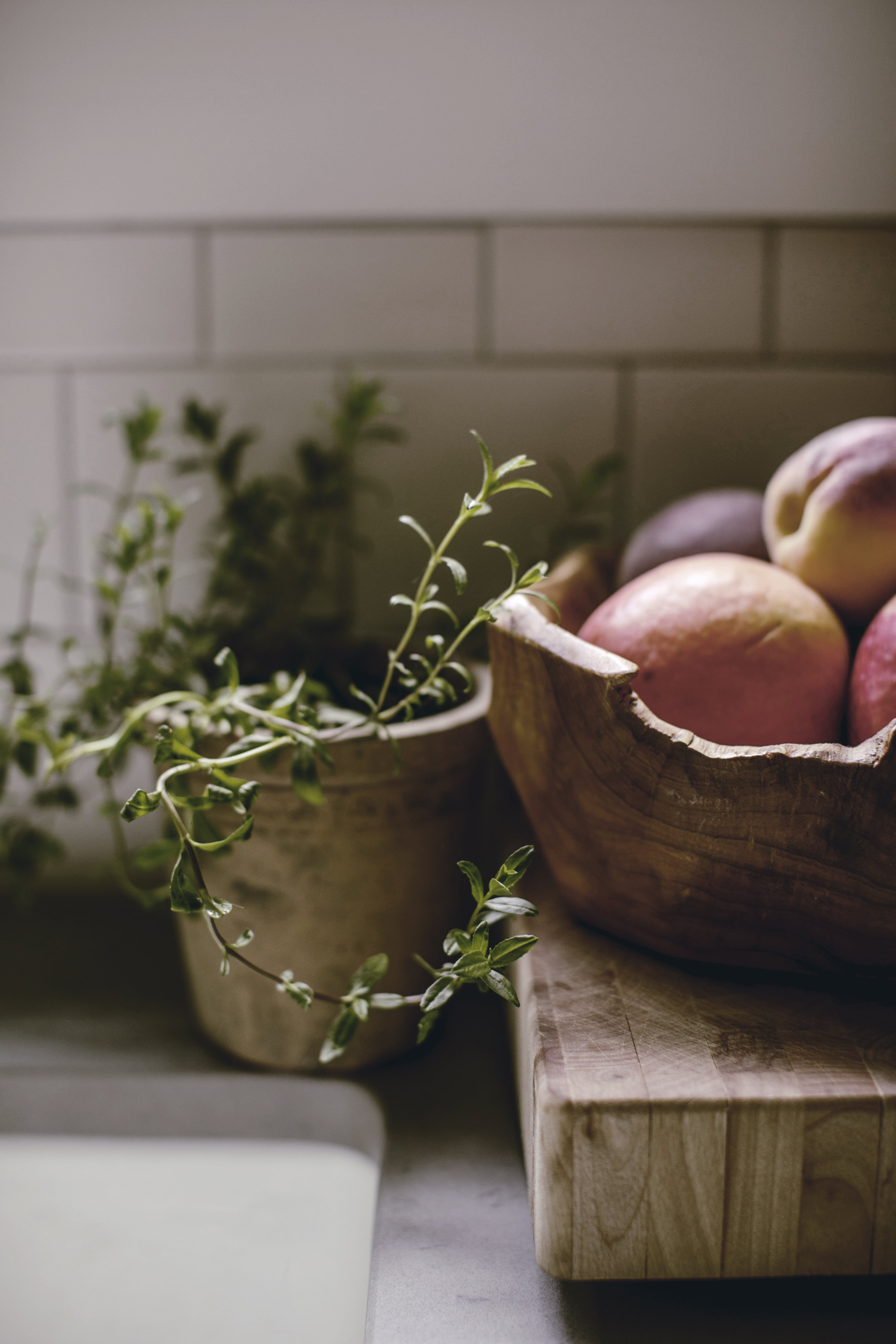 peaches and thyme farmhouse kitchen details / heirloomed