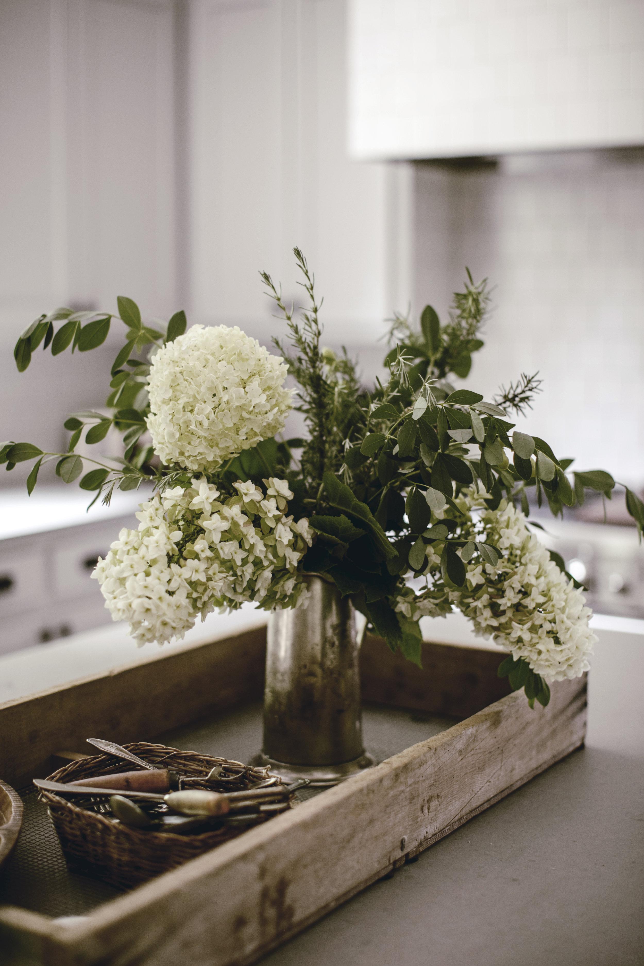 farmhouse floral arrangement / heirloomed