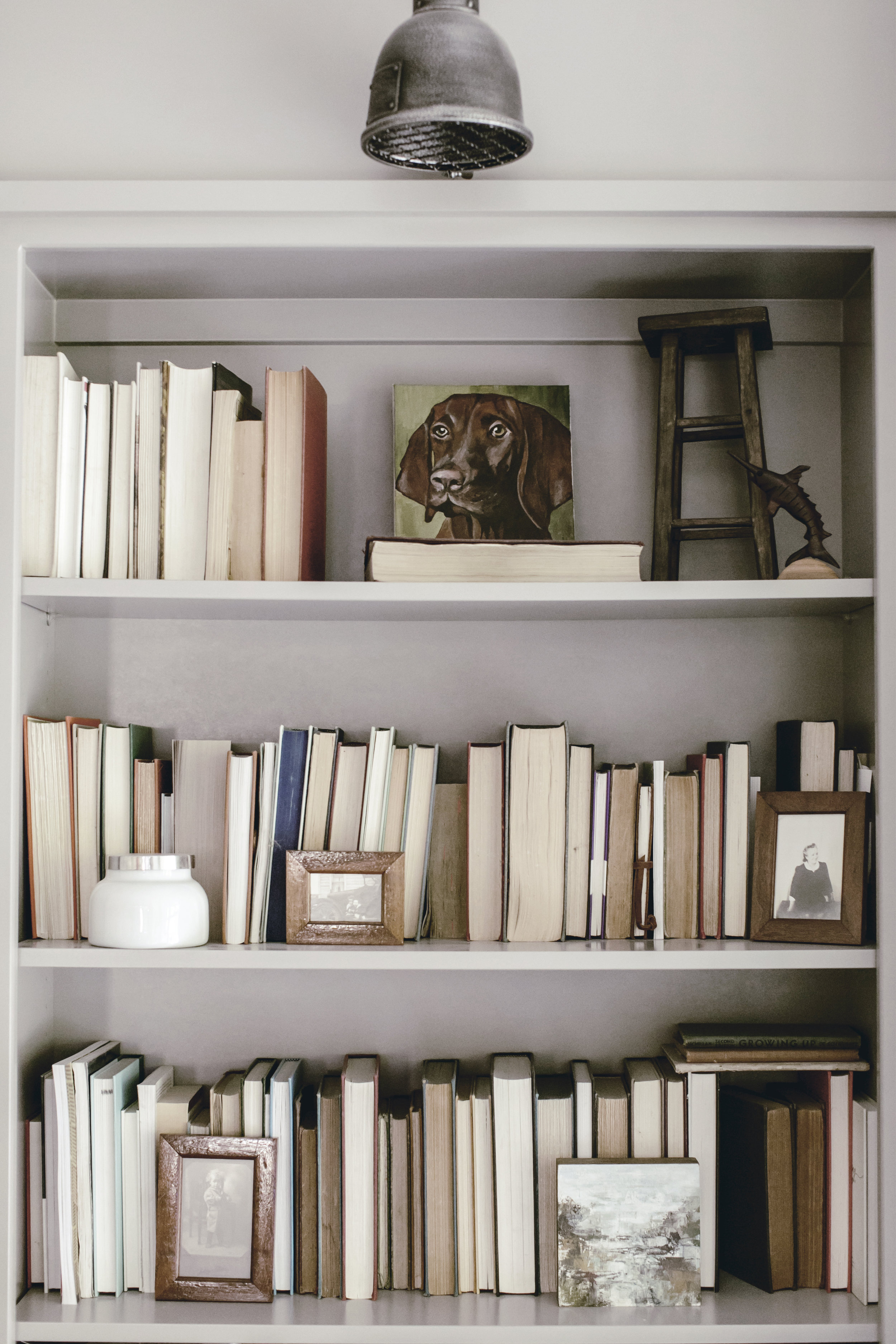how to style a book case with vintage books
