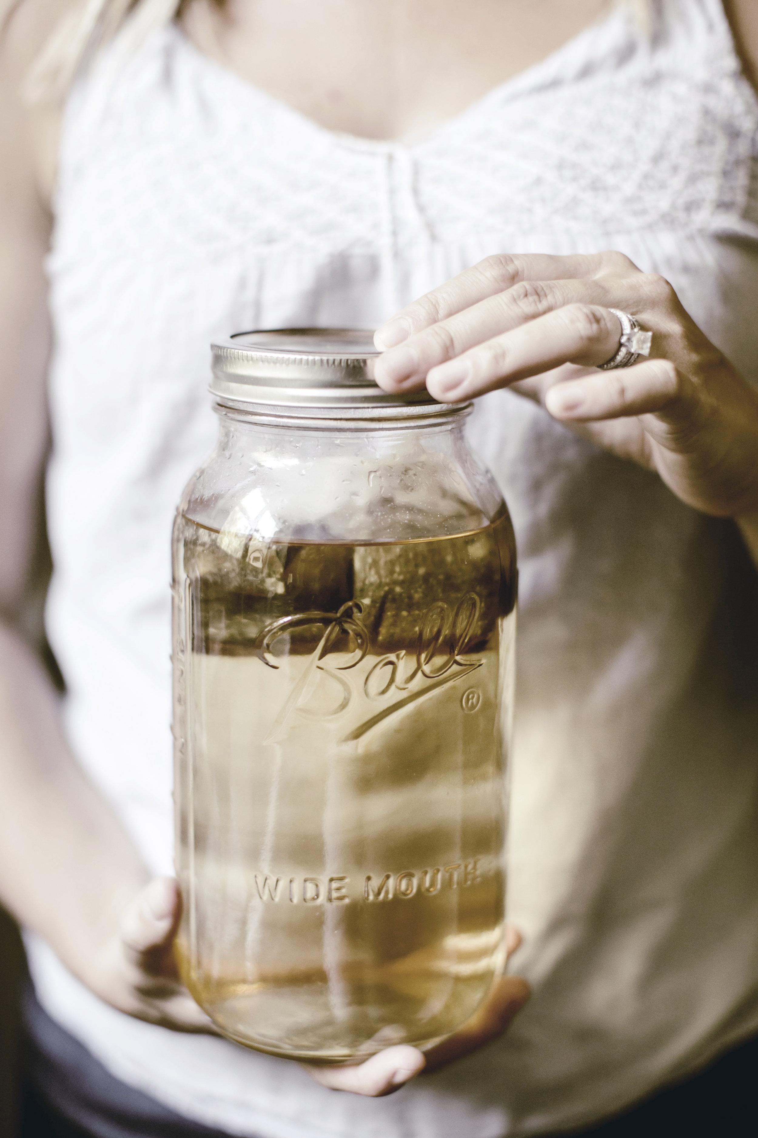 early brewing sun tea / heirloomed