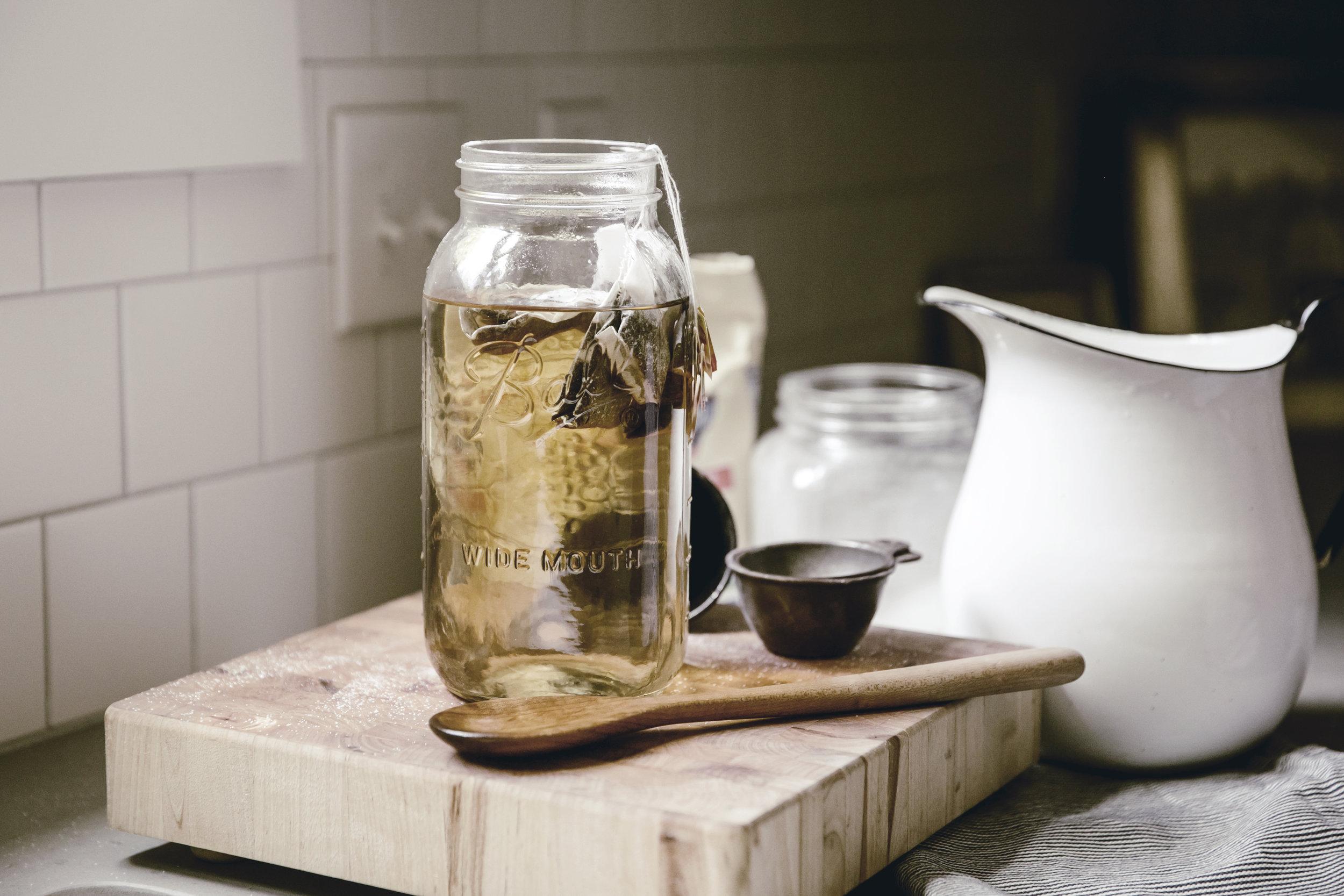 brewing sweet sun tea / heirloomed