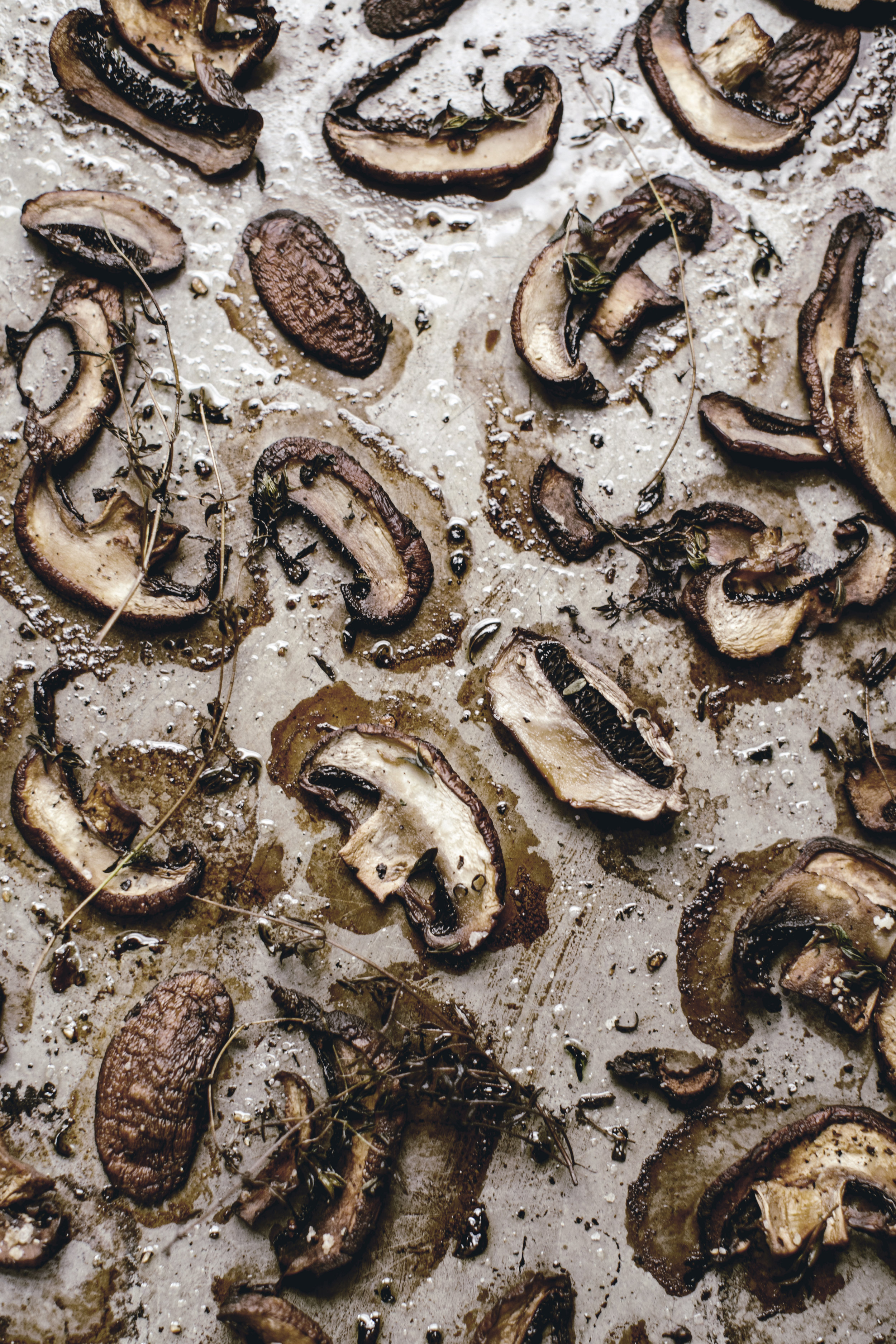 roasted mushrooms with thyme / heirloomed