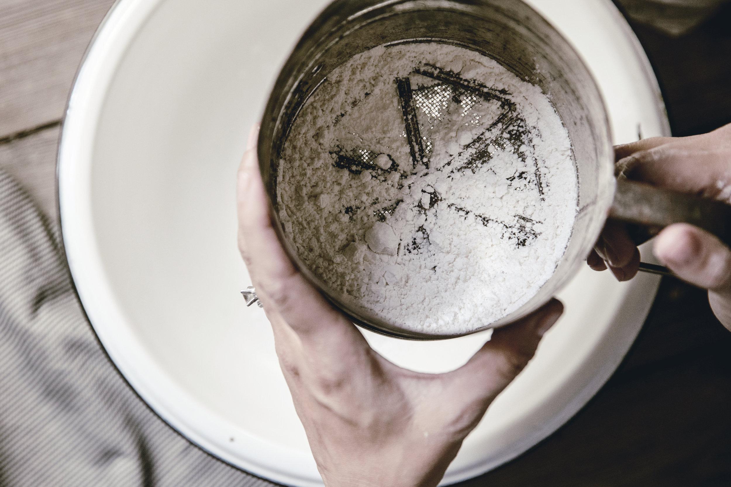 vintage flour sifter / sifting flour / heirloomed