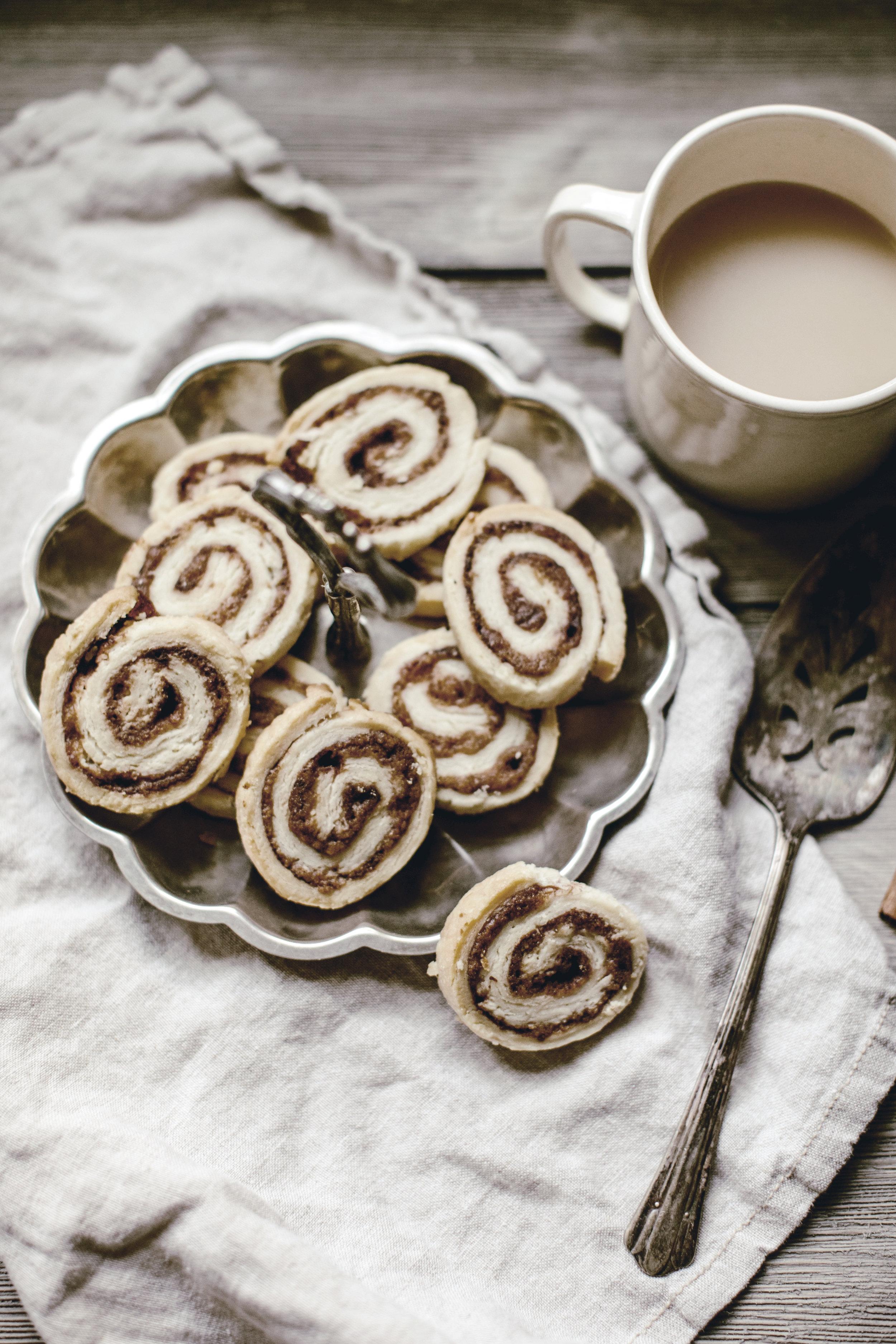 pie crust cinnamon rolls / heirloomed