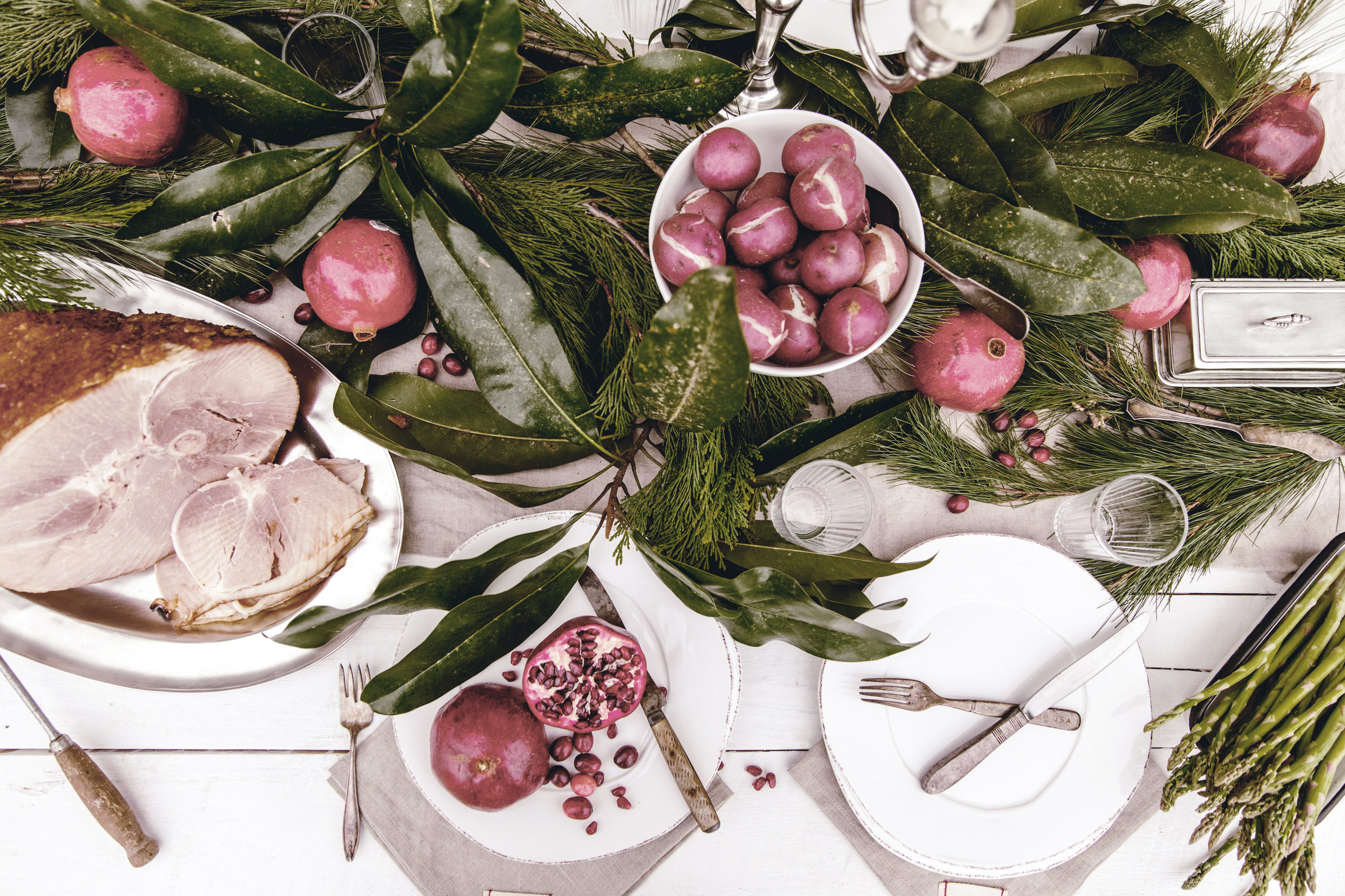 rustic christmas table setting / holiday entertaining ideas / heirloomed