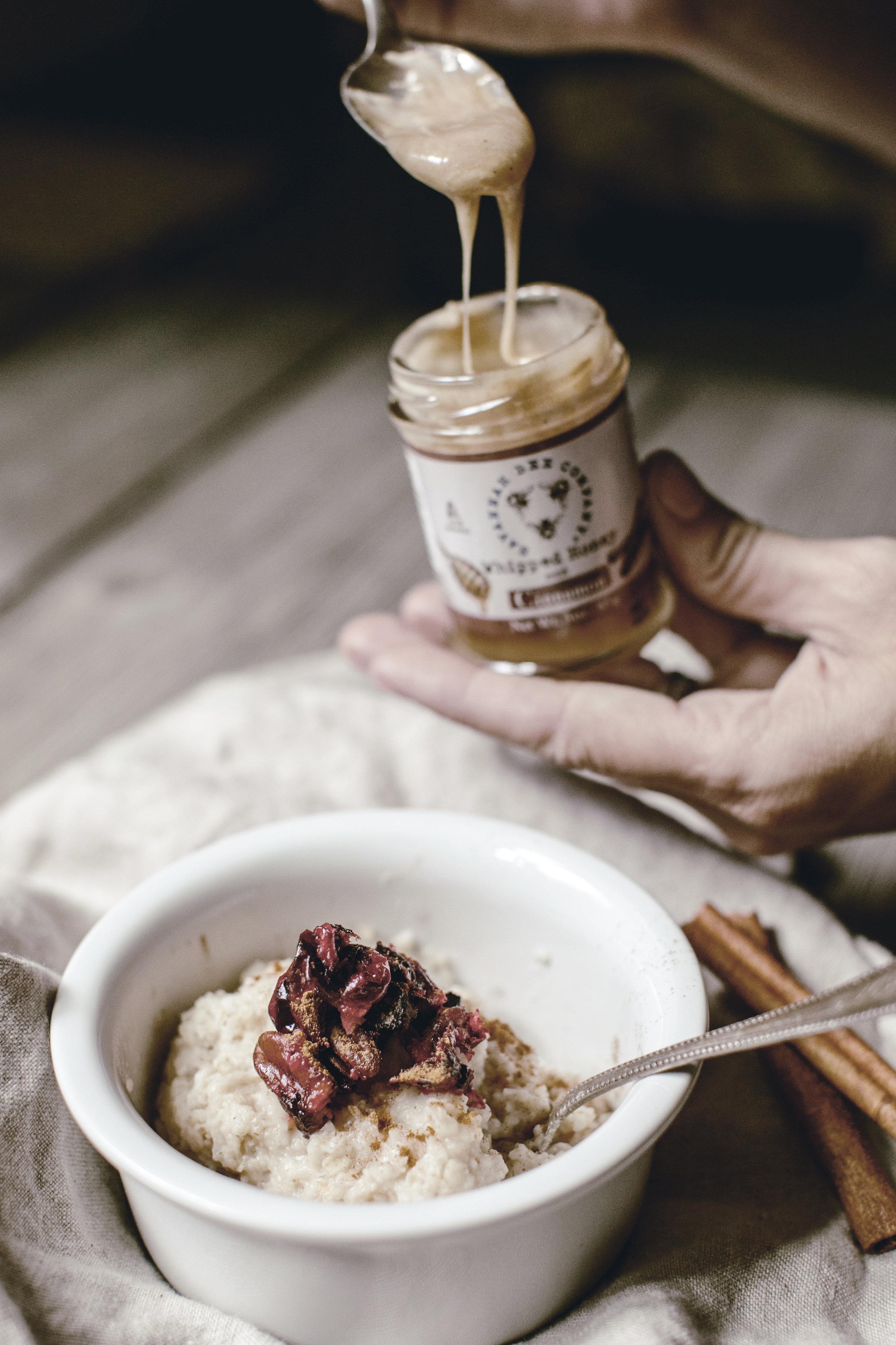savannah bee co creamed honey with oatmeal / heirloomed
