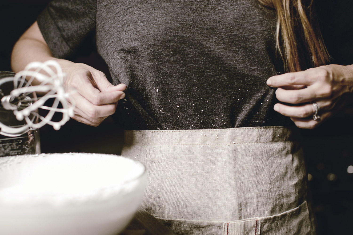 messy cooks use aprons / meringue recipe / heirloomed