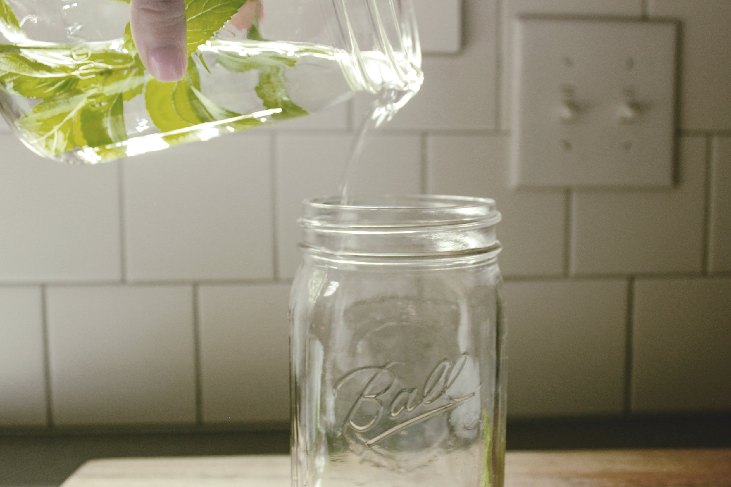 mint simple syrup for mint juleps / heirloomed