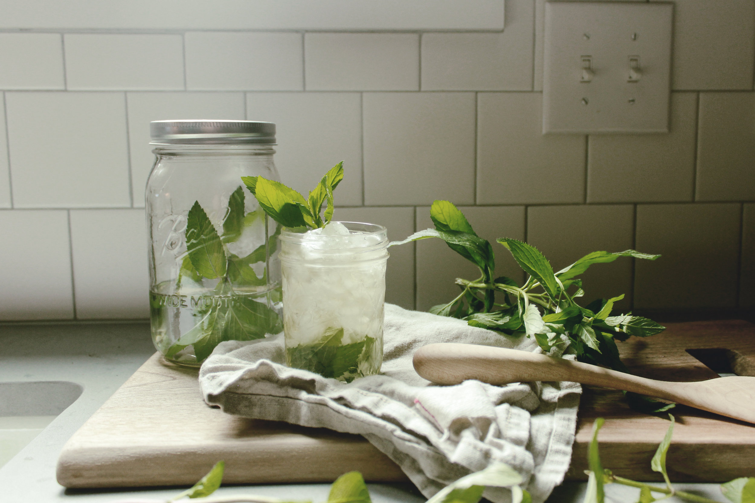herb garden mint julep jars southern cocktail recipe  / heirloomed