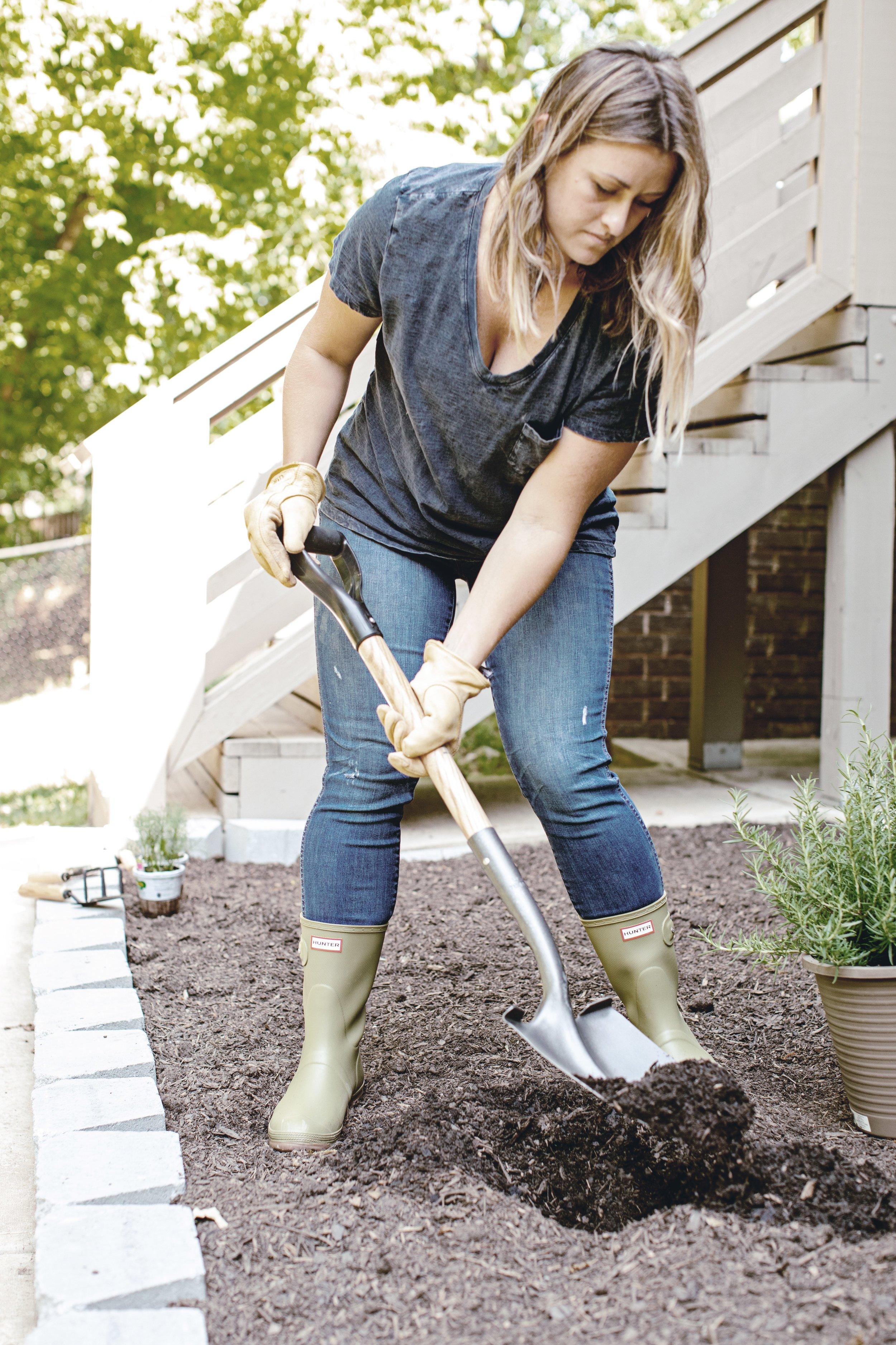 tips for planting a farmhouse garden / heirloomed for the Home Depot garden series