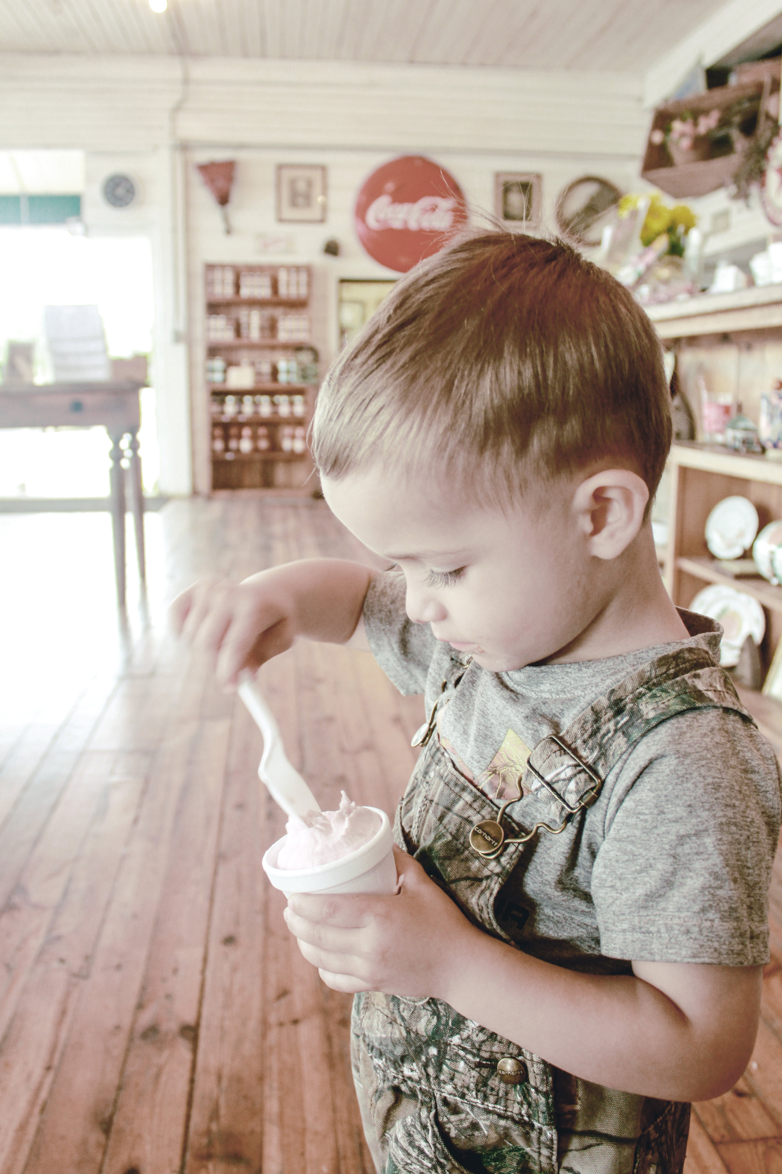 eating ice cream at the peach farm / heirloomed travel