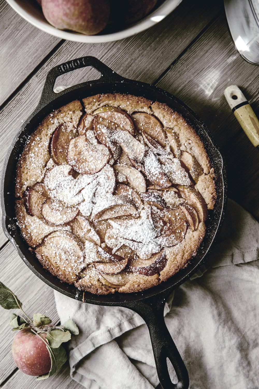 apple buttermilk skillet cobbler / heirloomed