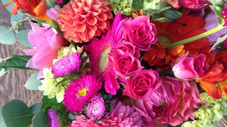 coral & pink centerpiece