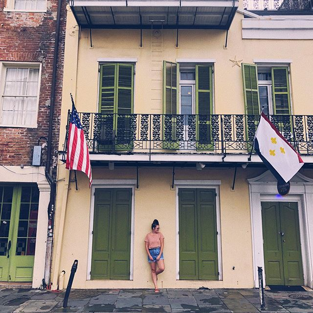 I love visiting new cities for the first time! Leaving New Orleans with memories of eating beignets, drinking delicious coffee, capturing a wedding in a church that was around before America was even founded, and seeing all the old buildings and different colored walls. The French Quarter where we stayed reminded me of Paris and Miami meshed together 😂  So grateful to call this our job, right @raulesprza 😍 @psalmsthirtyfour