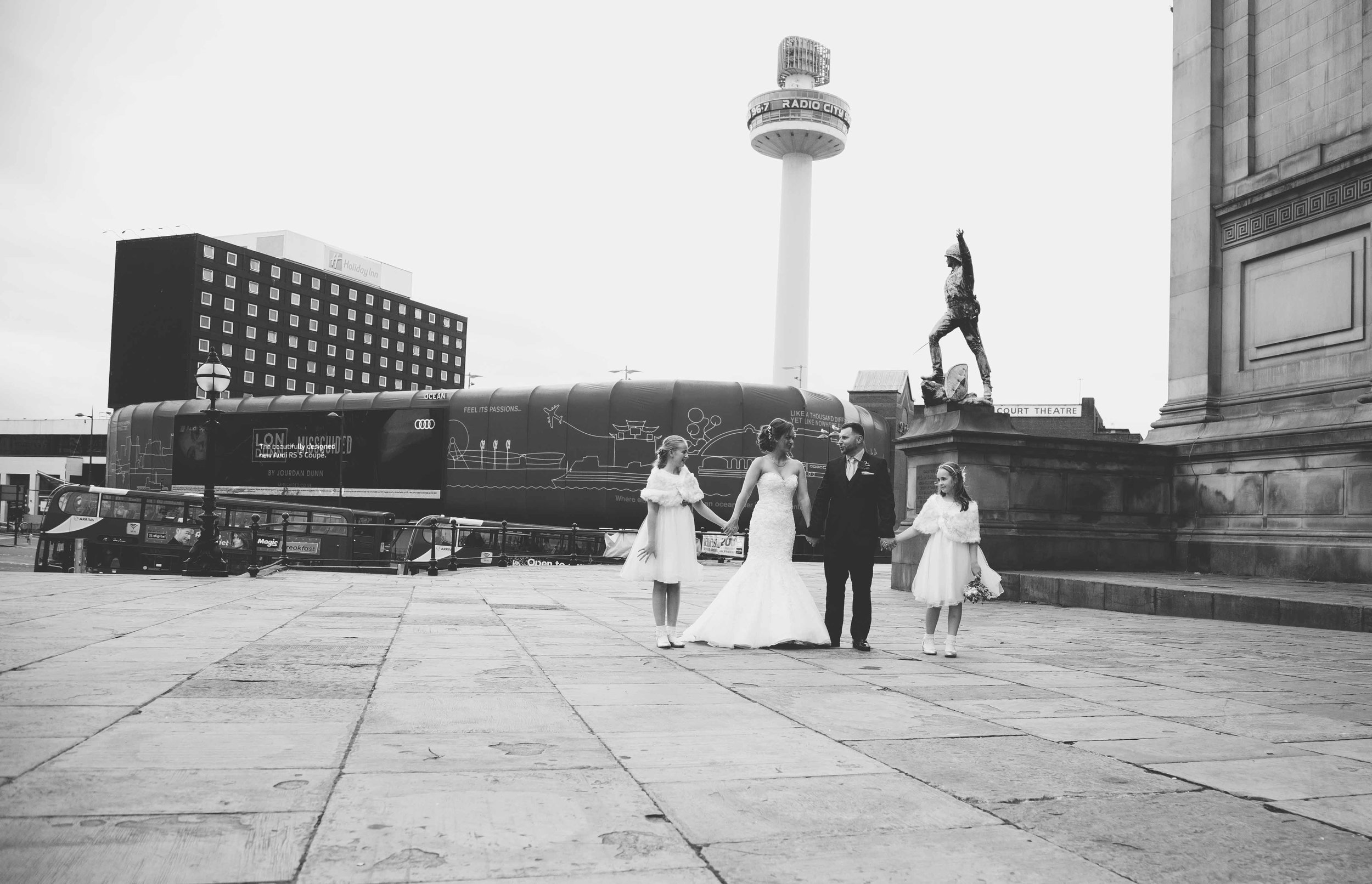 wedding-photos-at-st-georges-hall-liverpool (59 of 122).jpg