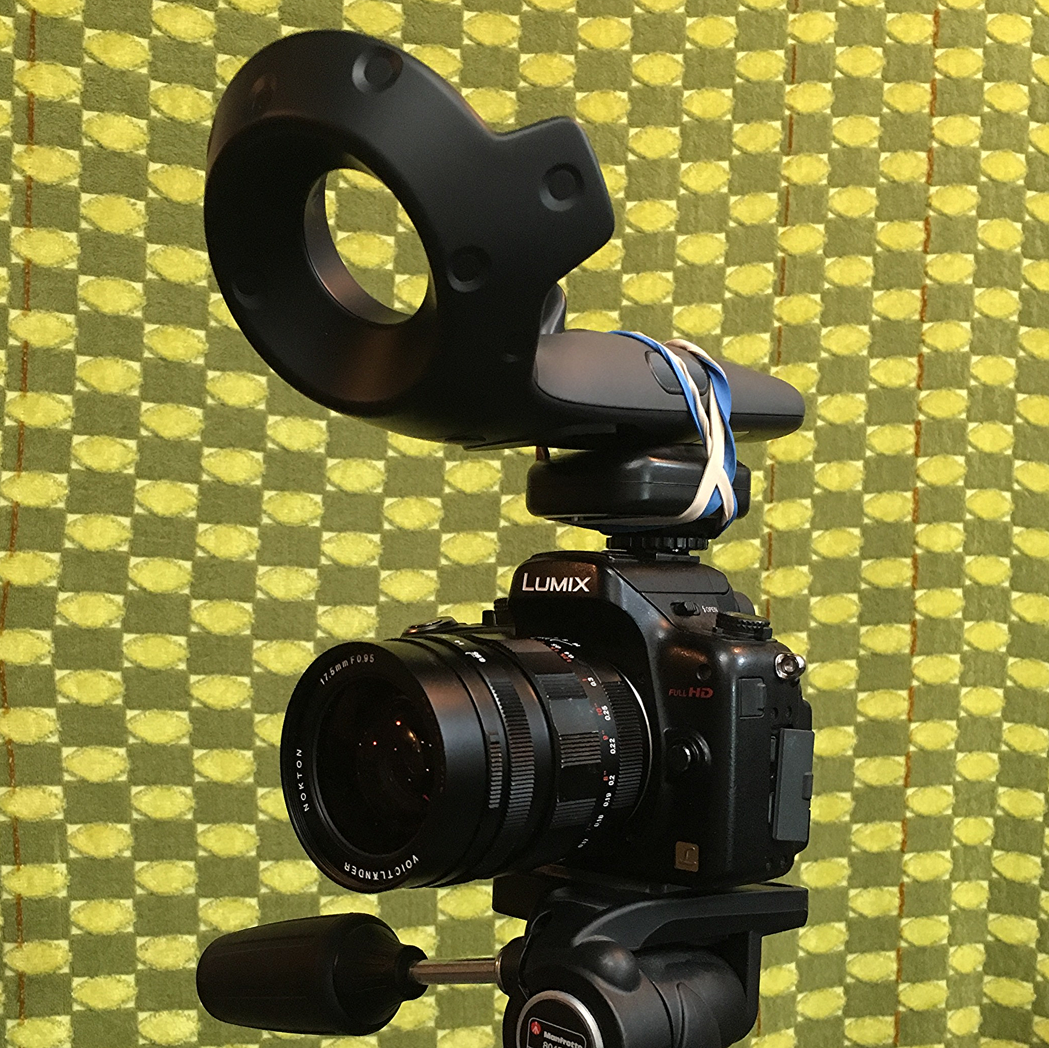 One of the first tests mounting the third VIVE controller inverted on top of my Panasonic GH2. This test was not rigid enough and inverting the controller wasn't ideal.