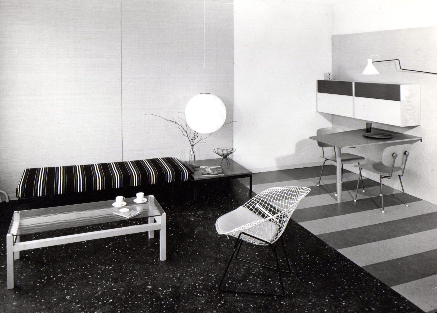 Model home in Corversbos apartment building. Table Lageveen under the lamp, table Langerak on the left. Photo Jan Versnel