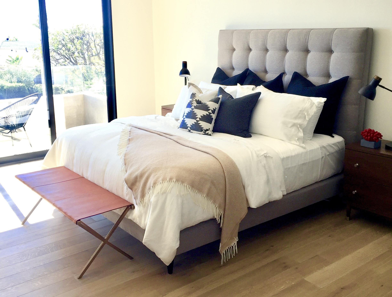 Grawski upholstered bed