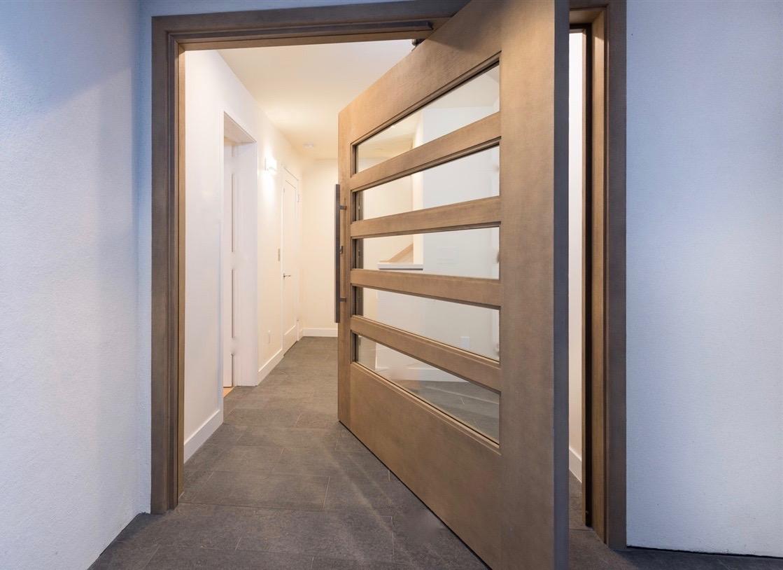 Grawski pivot front door
