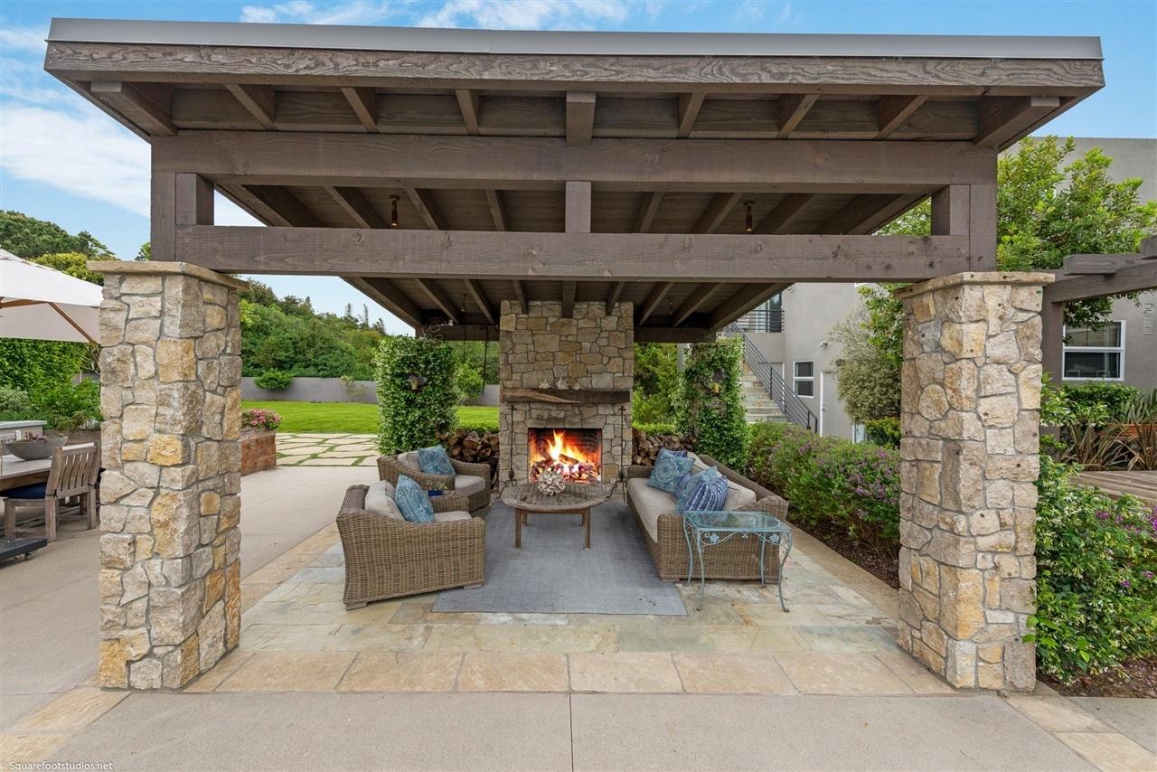 Grawski outdoor fireplace