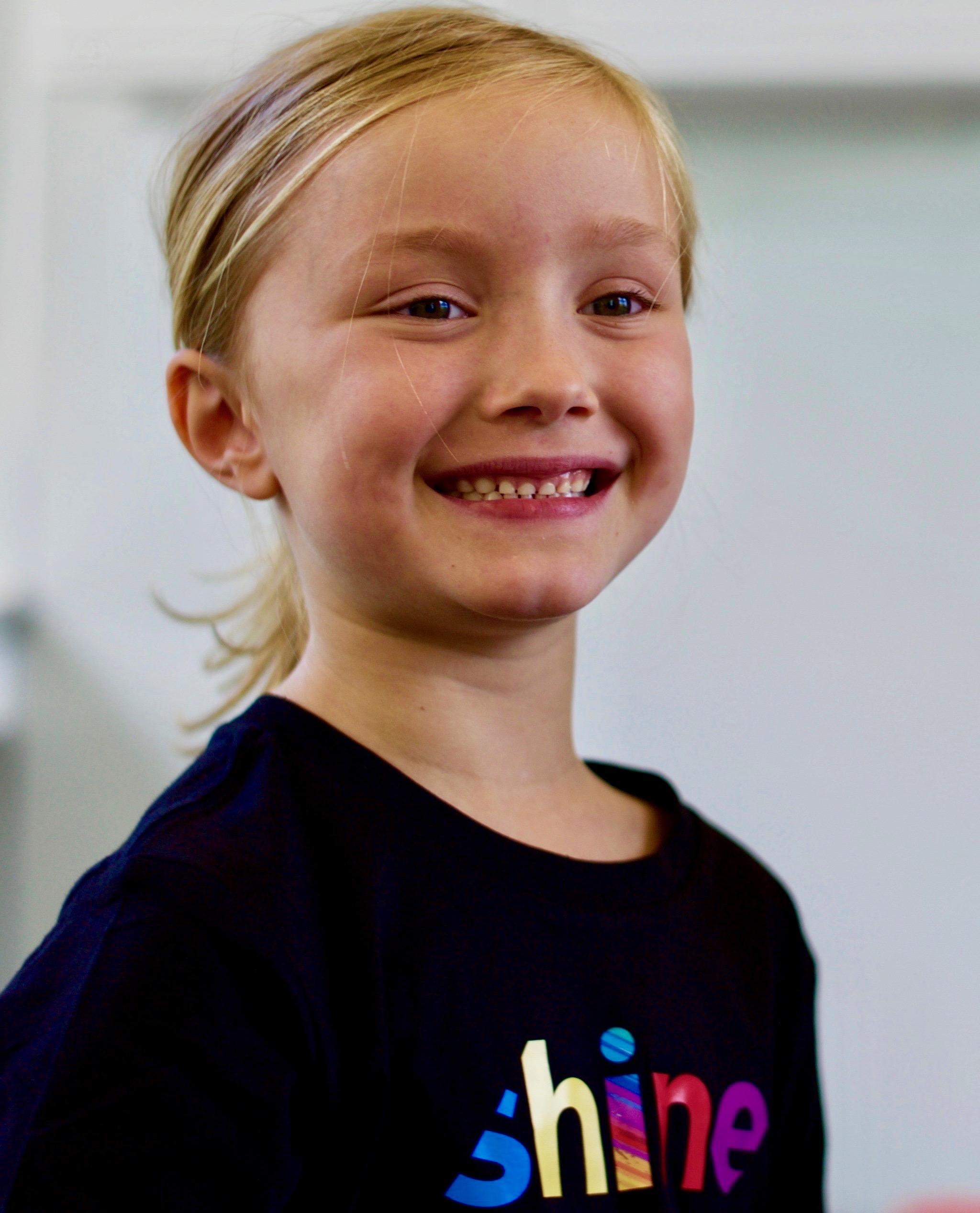 Eva in blacl Shine t-shirt 2.jpg