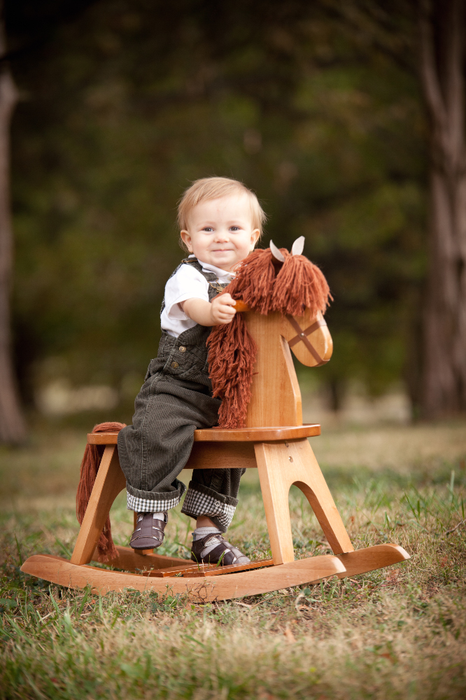 Side note: Never hesitate to ask about including a favorite prop or family heirloom in your photos! They can be especially helpful to give babies and toddlers a way to stay in one spot and stay happy and engaged.