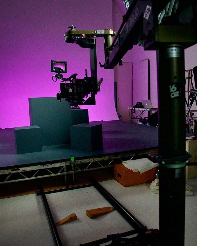 Waiting for Q*bert !? ... #r3d #redweapon #arripca #qbert #brighttangerine ##cameradept #griplife #ronfordbaker #setlife #gripfactorymunich #dsmc2 #cinematography #skypanel