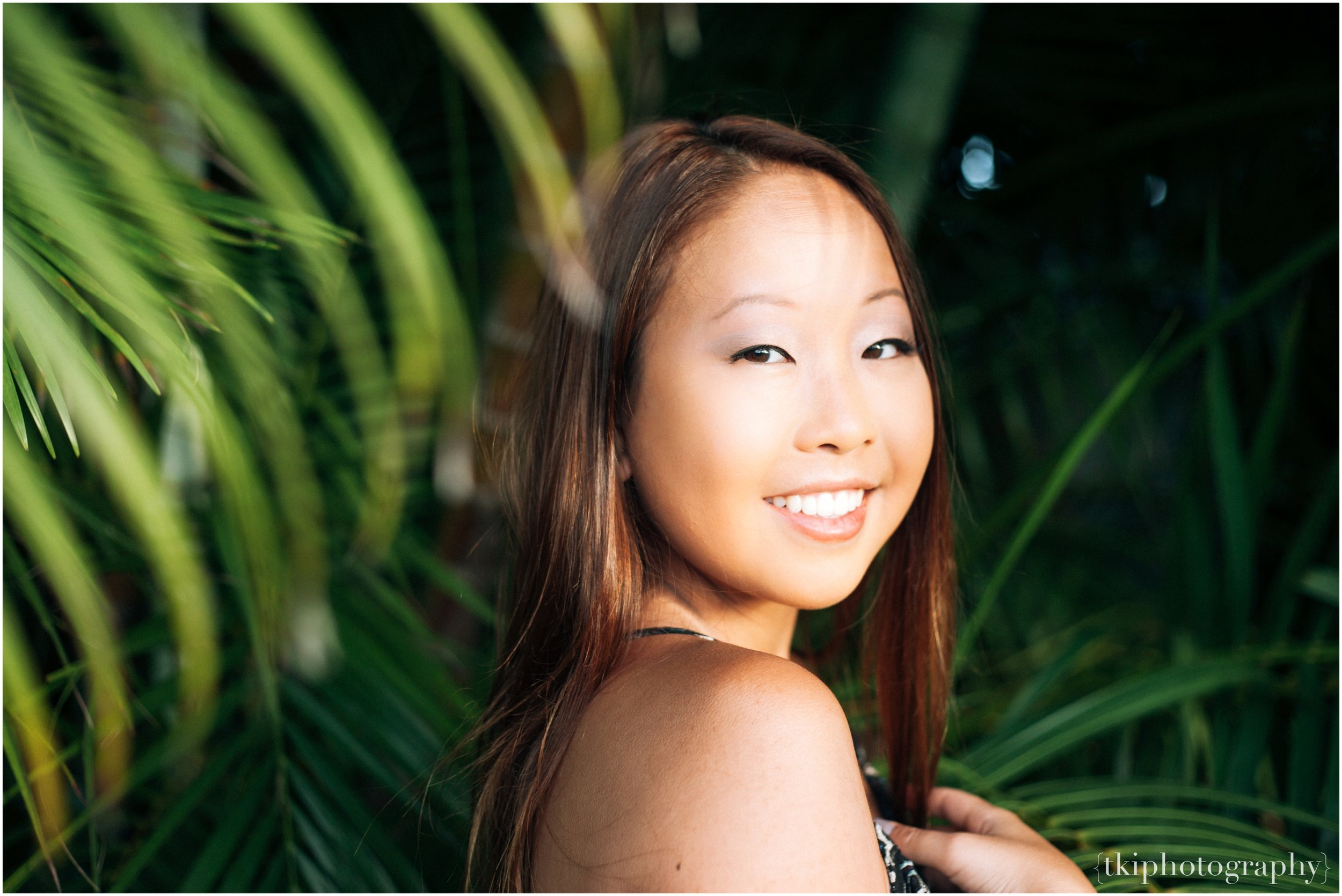 Hawaii Artistic Senior Portraits.jpg