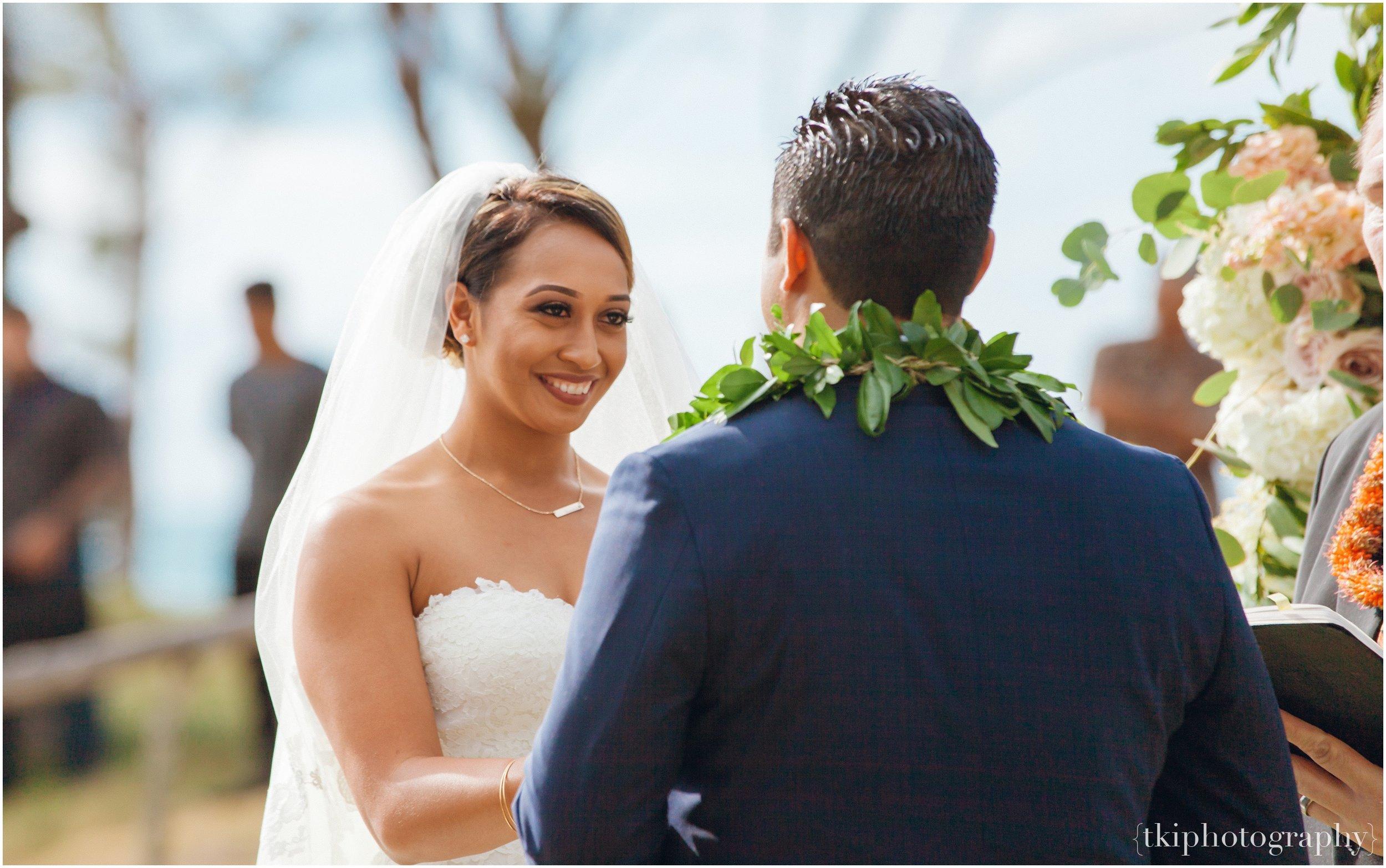 Oahu-Destination-Wedding-Beach_0088.jpg