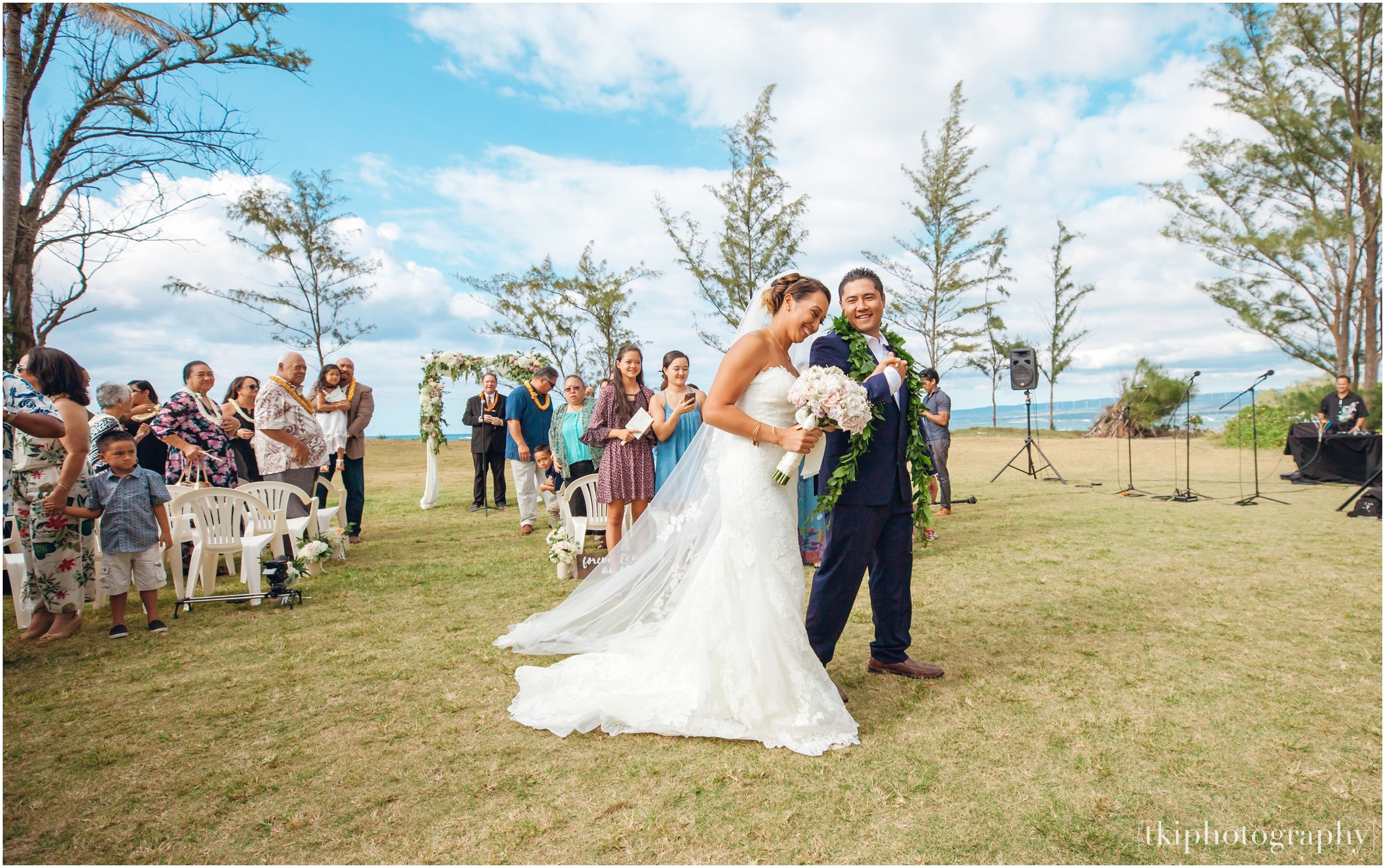 Oahu-Destination-Wedding-Beach_0094.jpg