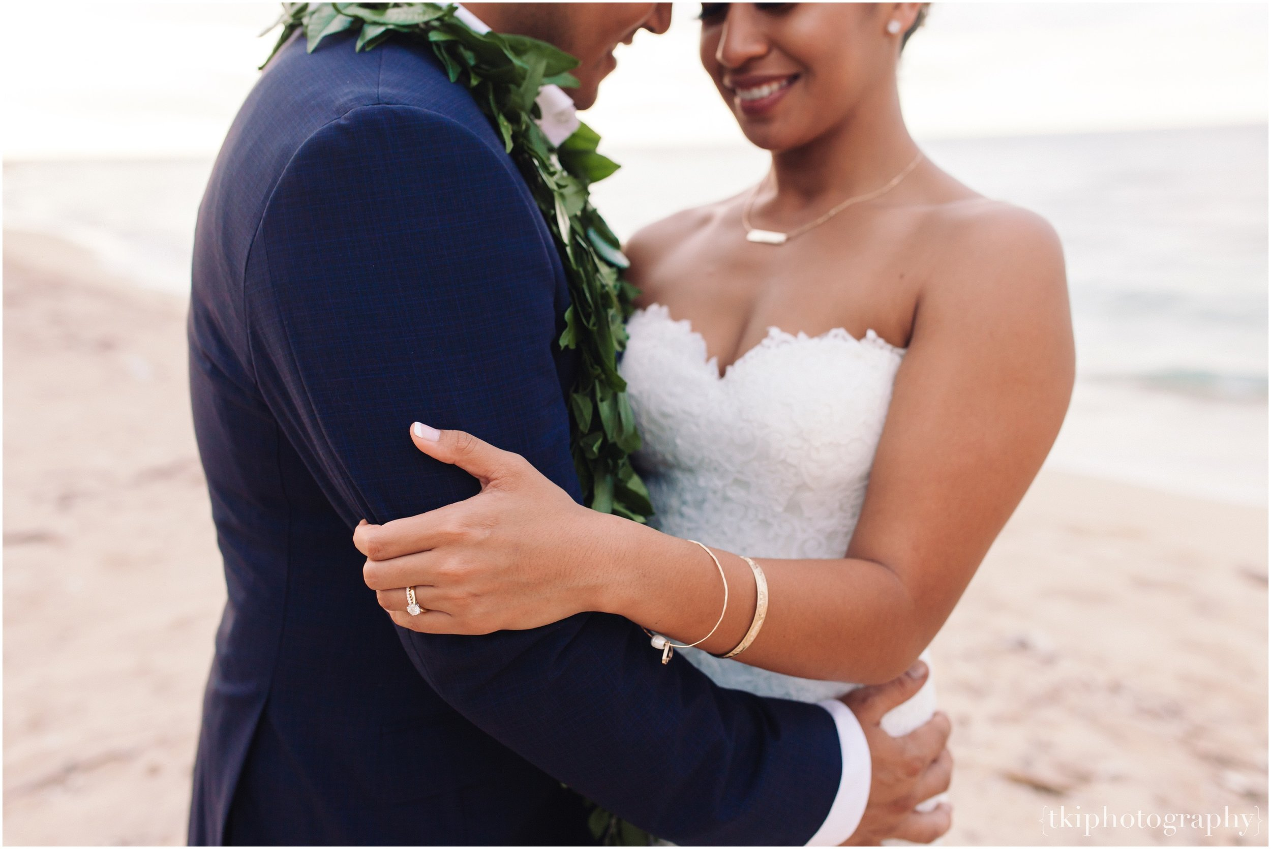 Oahu-Destination-Wedding-Beach_0111.jpg