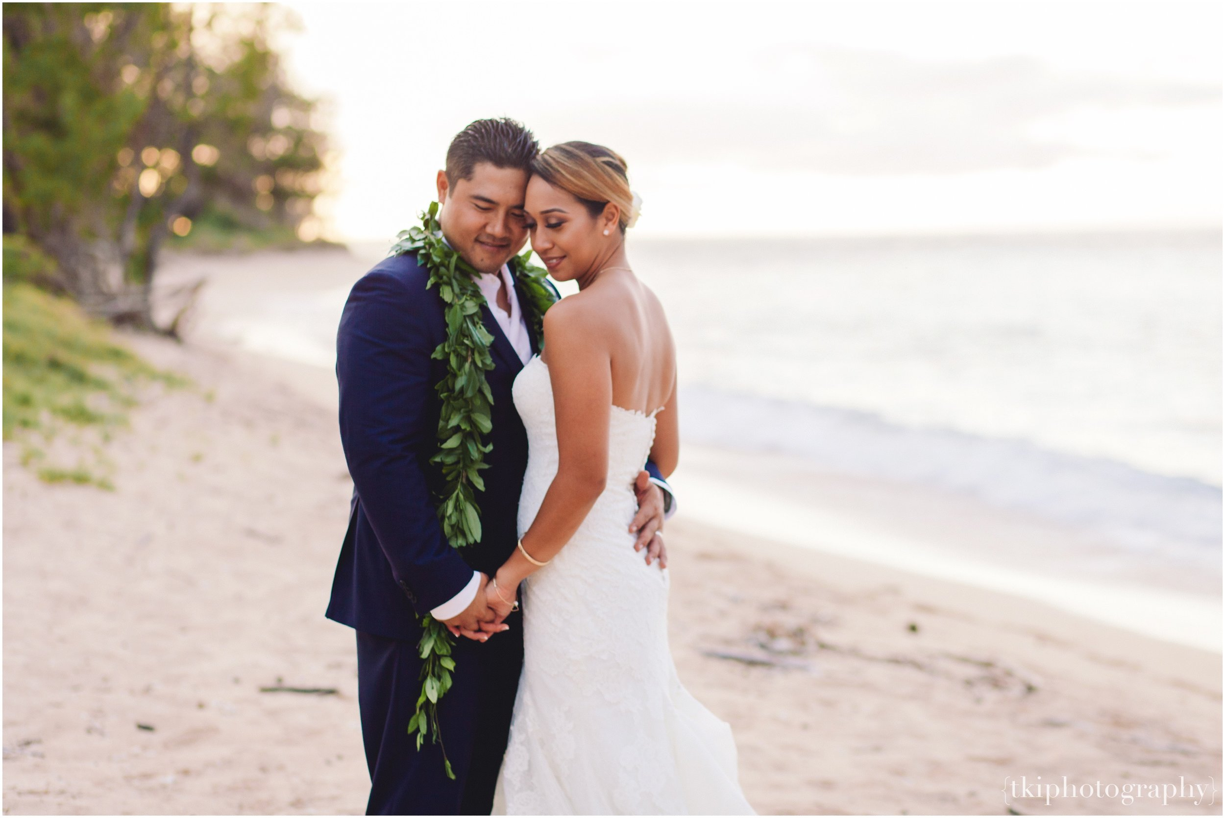 Oahu-Destination-Wedding-Beach_0112.jpg