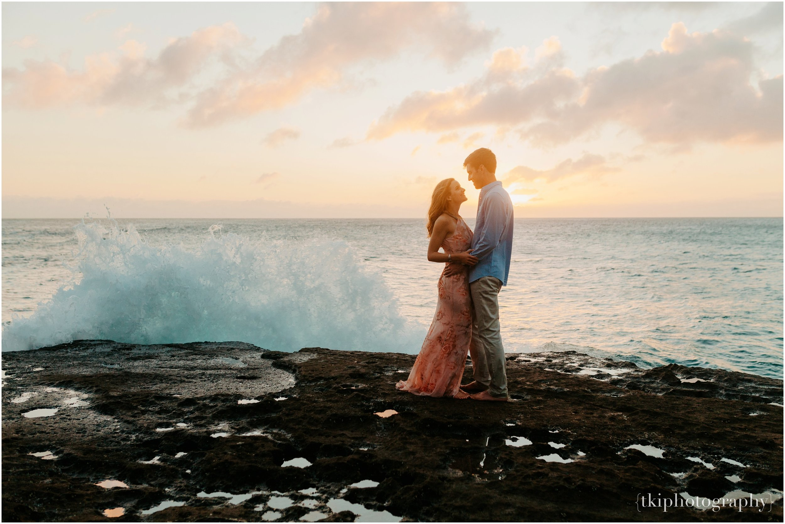 Couples-Session-Hawaii-Sunset-on-the-Beach_0020.jpg
