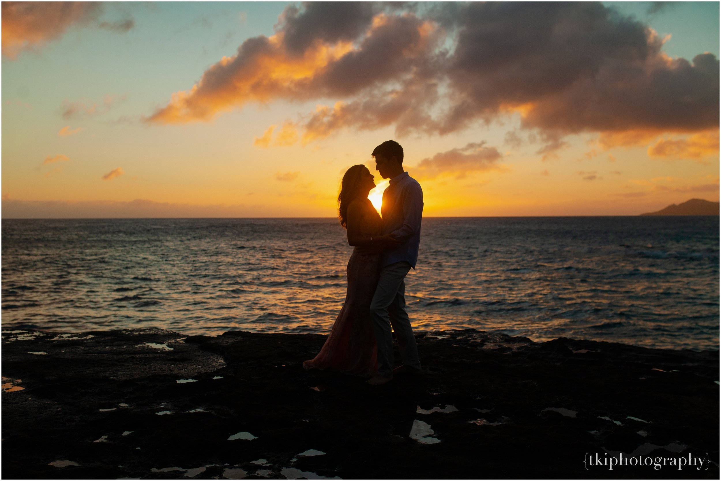 Couples-Session-Hawaii-Sunset-on-the-Beach_0021.jpg