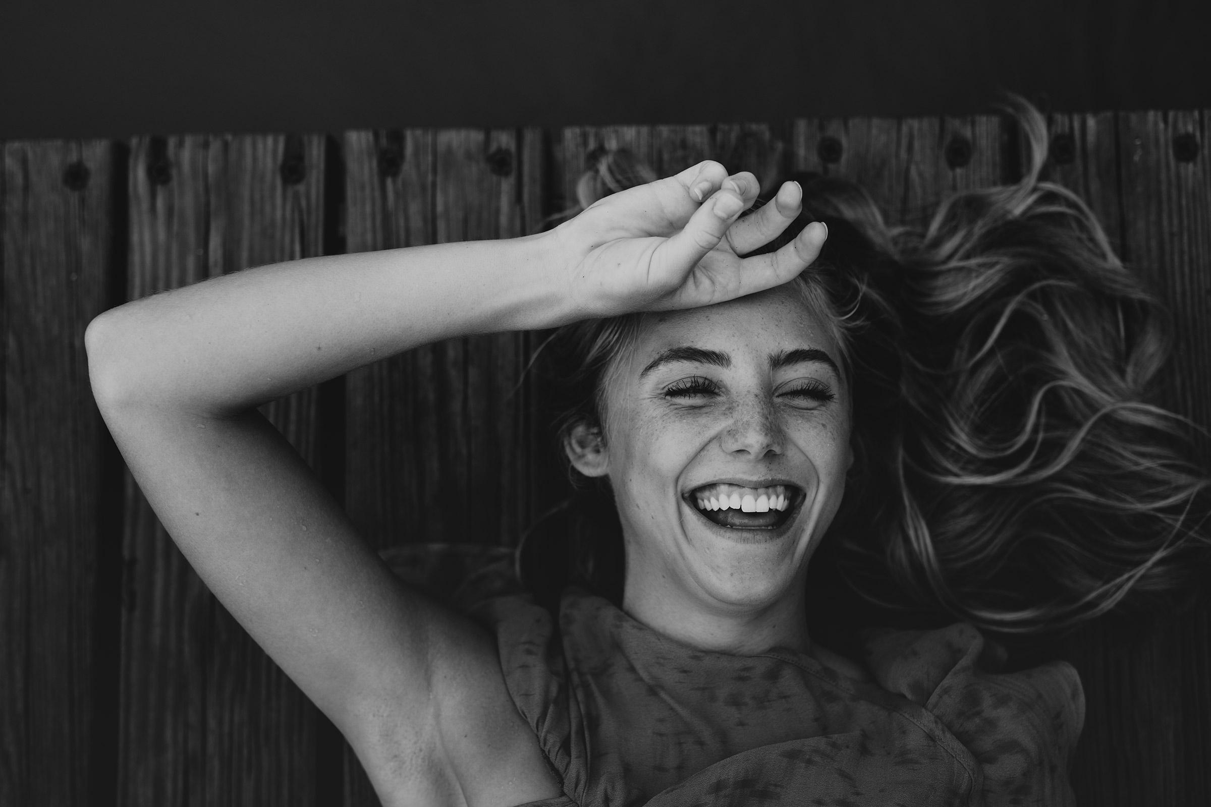 meg-senior-girl-laughing-grays-lake-ankeny-high-school-desmoines-iowa-raelyn-ramey-photography-102.jpg