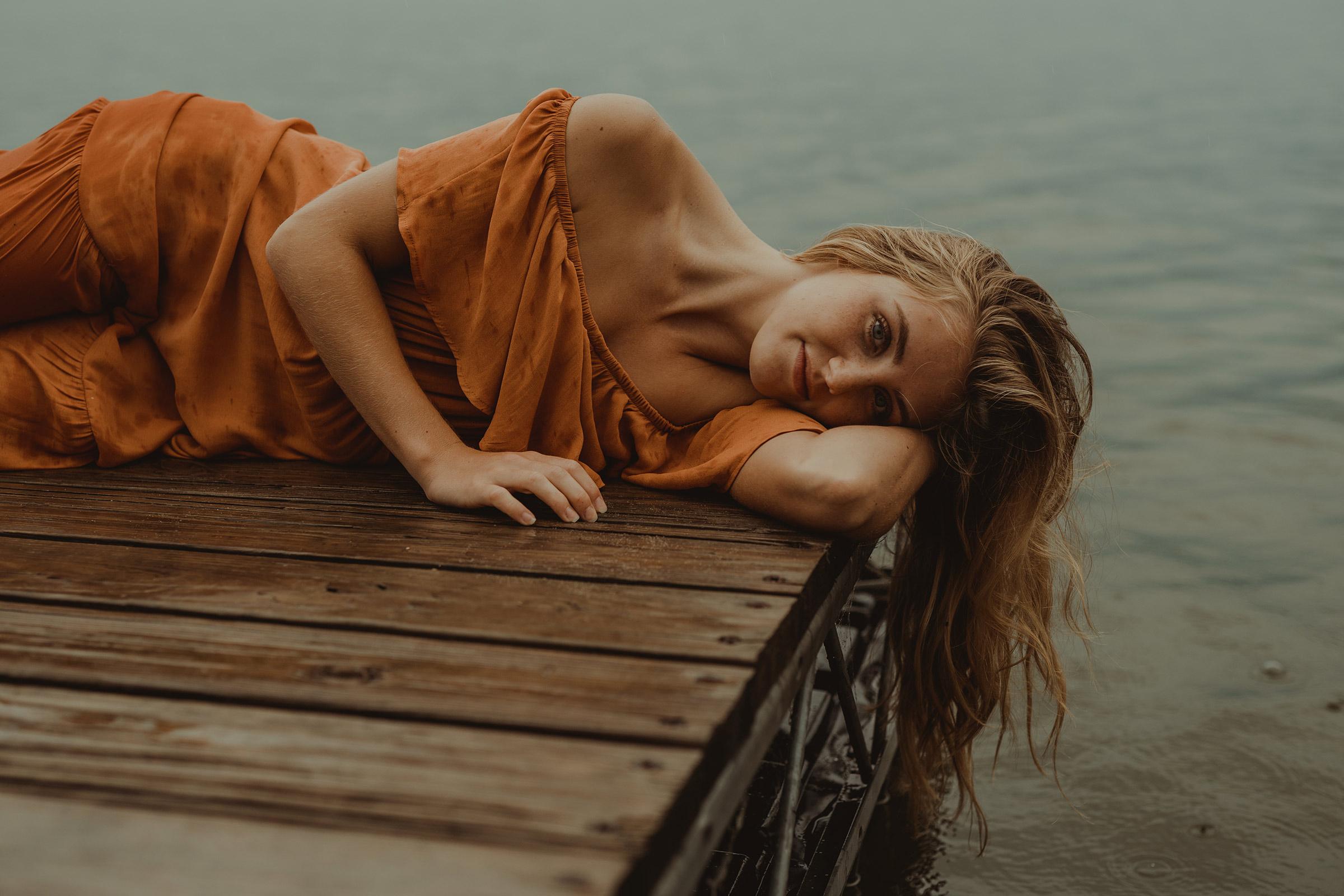 meg-senior-girl-laying-on-dock-grays-lake-ankeny-high-school-desmoines-iowa-raelyn-ramey-photography-100.jpg