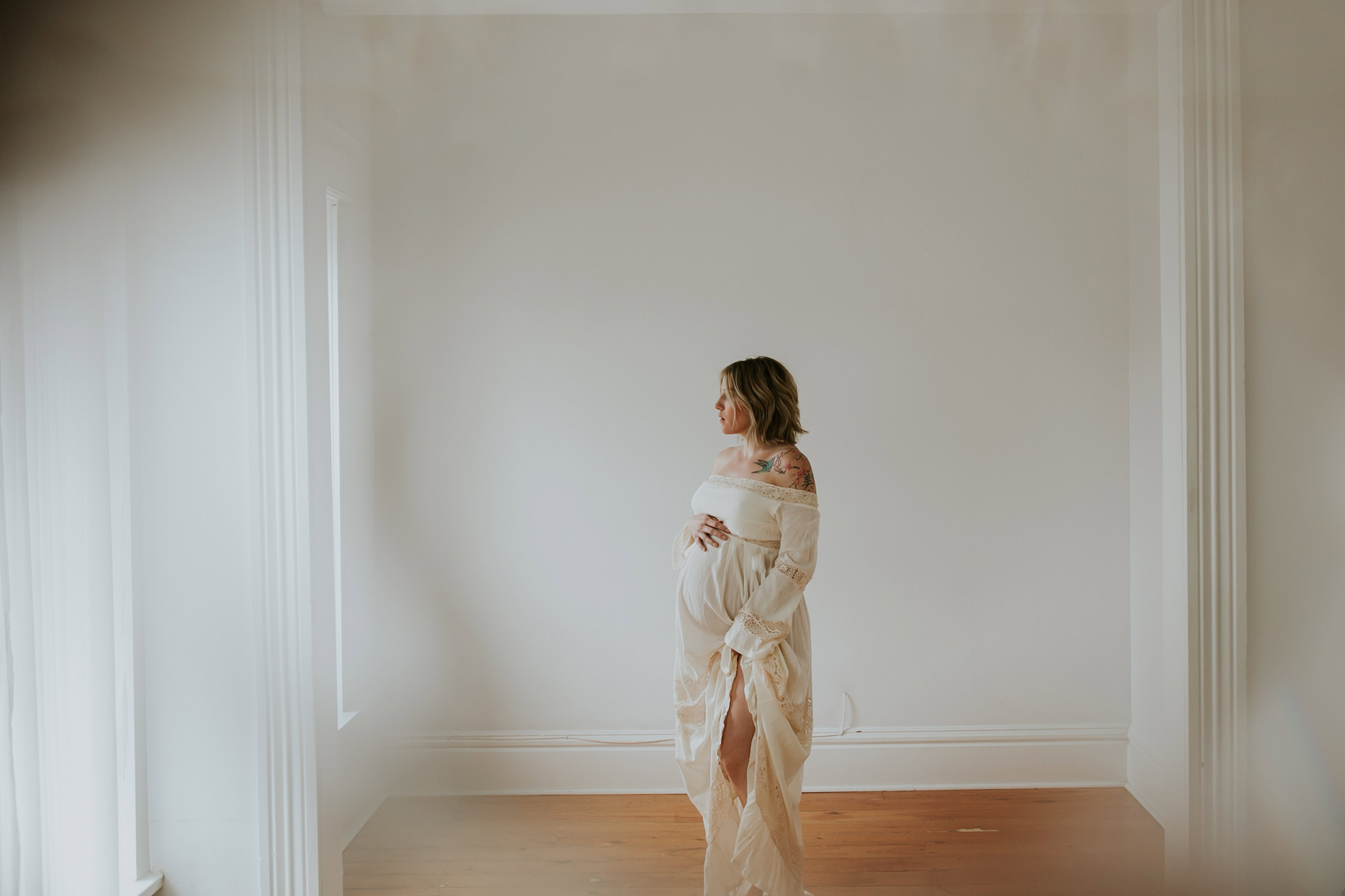 kenzi-maternity-woman-custom-maternity-gown-dame-and-maiden-iowa-raelyn-ramey-photography-88.jpg