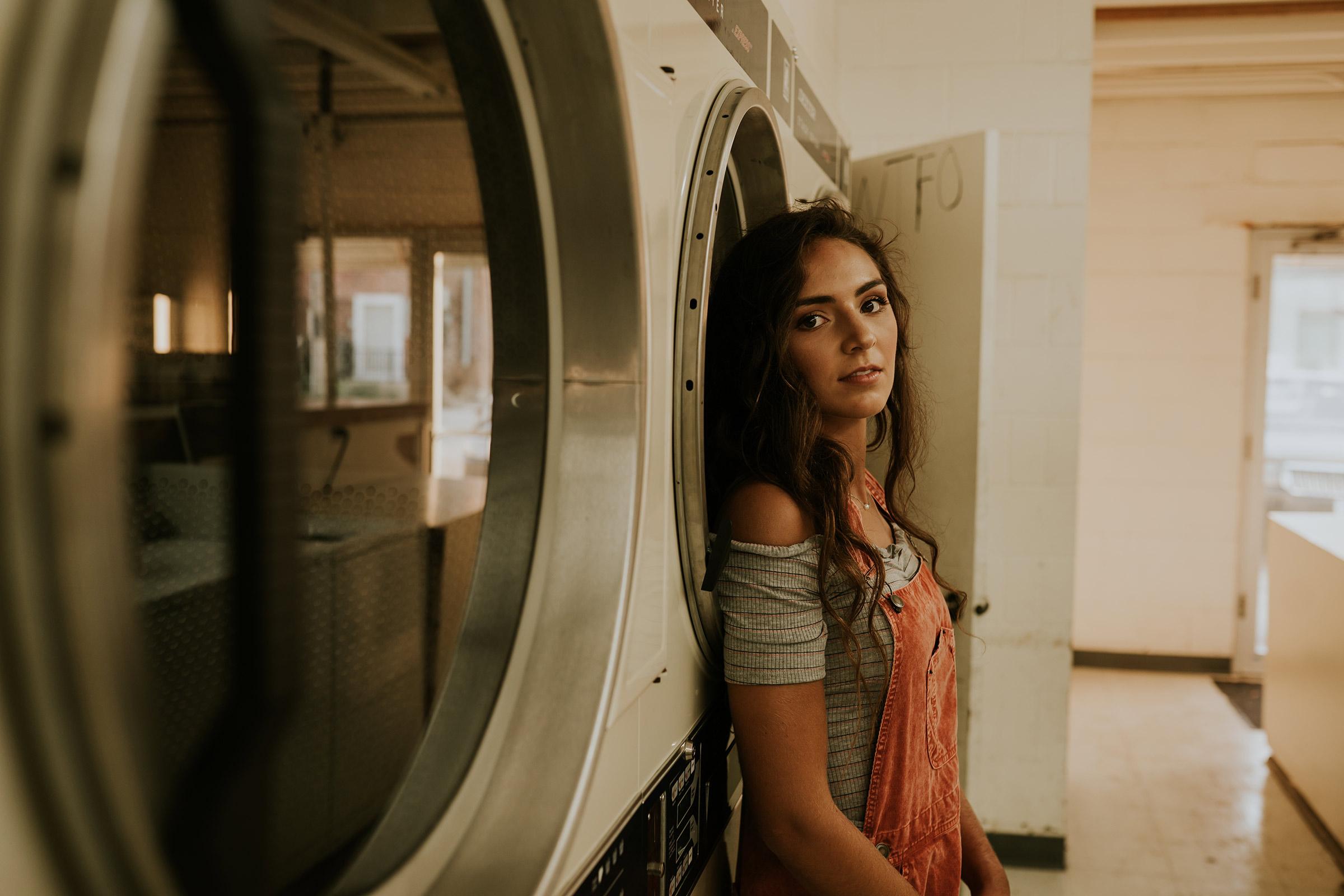 lizzy-senior-girl-at-laundromat-winterset-ankeny-high-school-desmoines-iowa-raelyn-ramey-photography-90.jpg