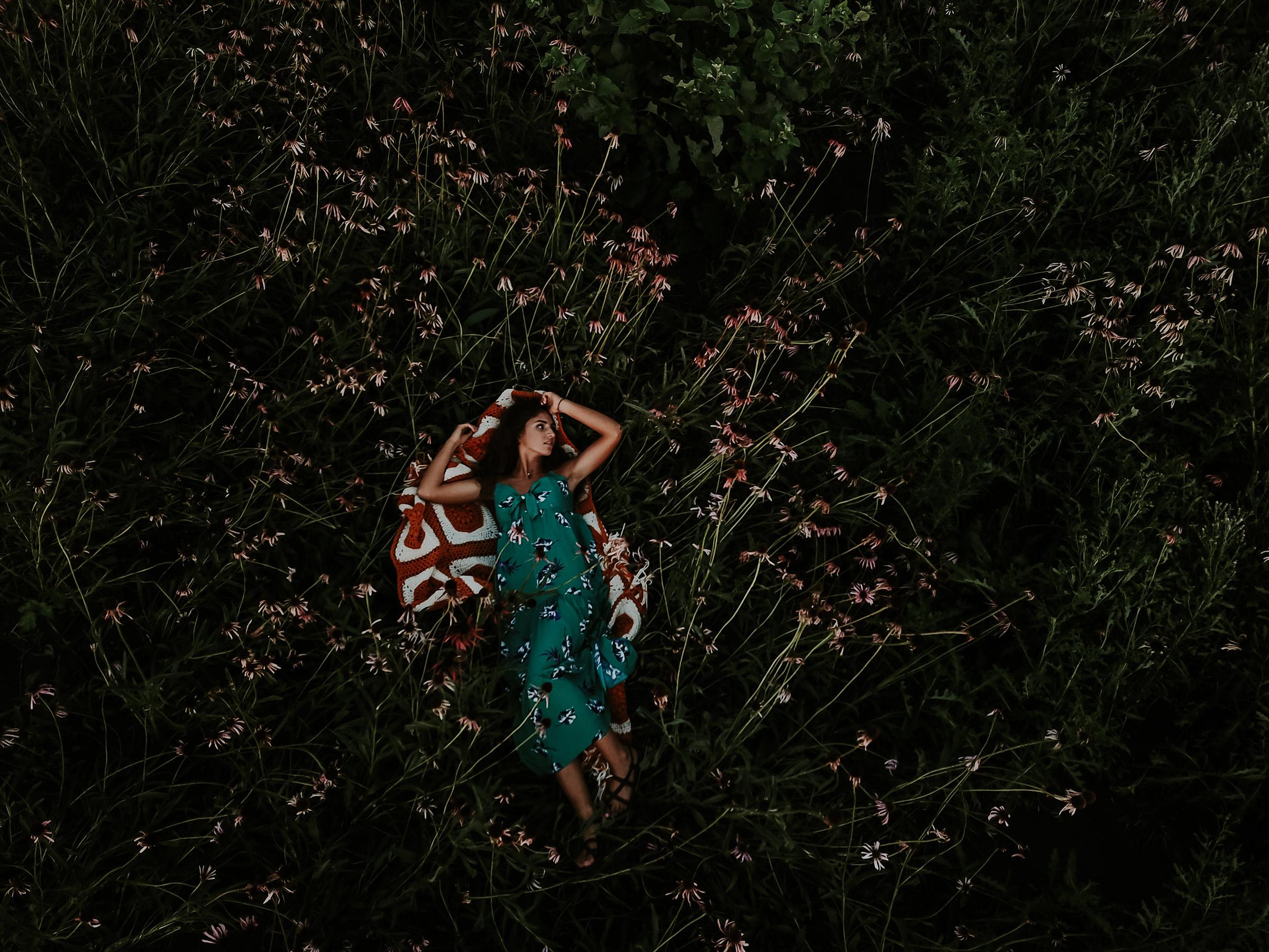 lizzy-senior-girl-laying-in-flower-field-winterset-ankeny-high-school-desmoines-iowa-raelyn-ramey-photography-2.jpg