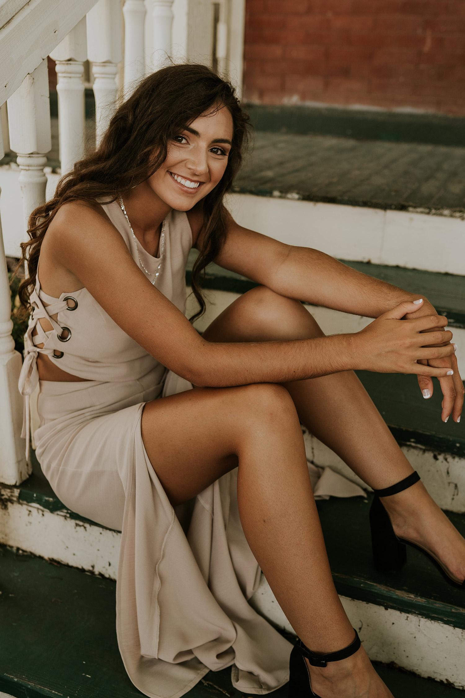 lizzy-senior-girl-sitting-on-porch-winterset-ankeny-high-school-desmoines-iowa-raelyn-ramey-photography-45.jpg