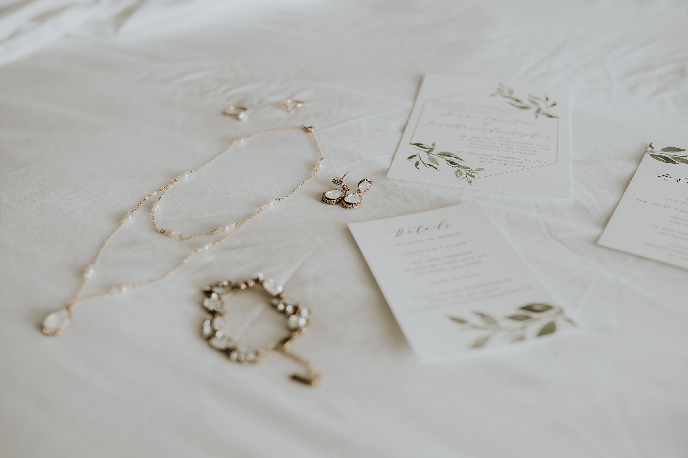 mr-mrs-hull-bridal-jewelry-desmoines-iowa-raelyn-ramey-photography-2.jpg