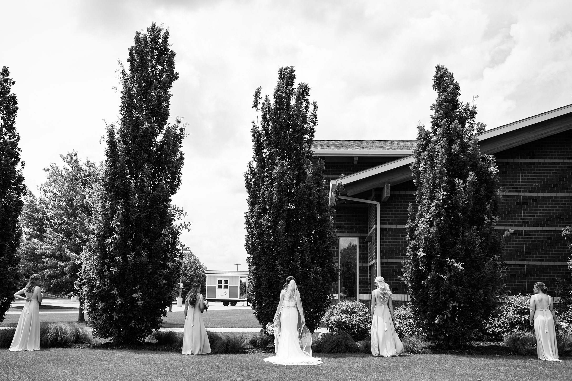 mr-mrs-hull-bride-standing-in-line-with-bridesmaids-desmoines-iowa-raelyn-ramey-photography-227.jpg