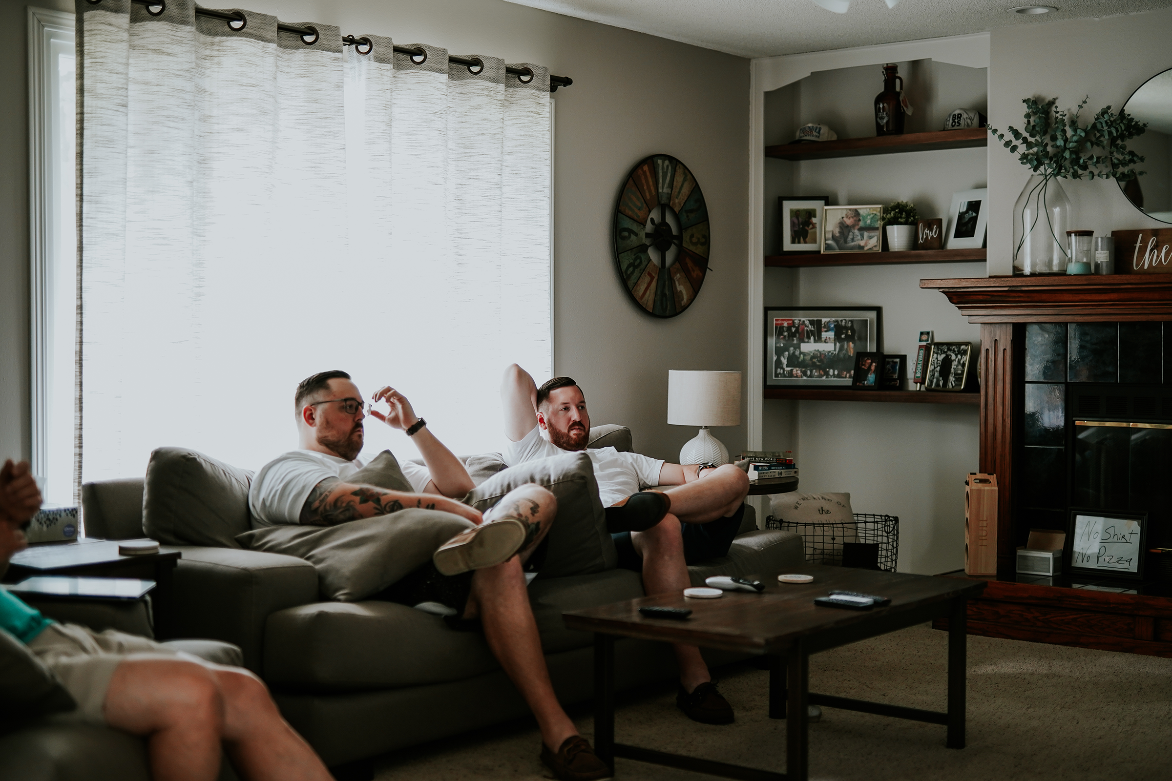 mr-mrs-hull-groomsmen-hanging-out-desmoines-iowa-raelyn-ramey-photography-94.png