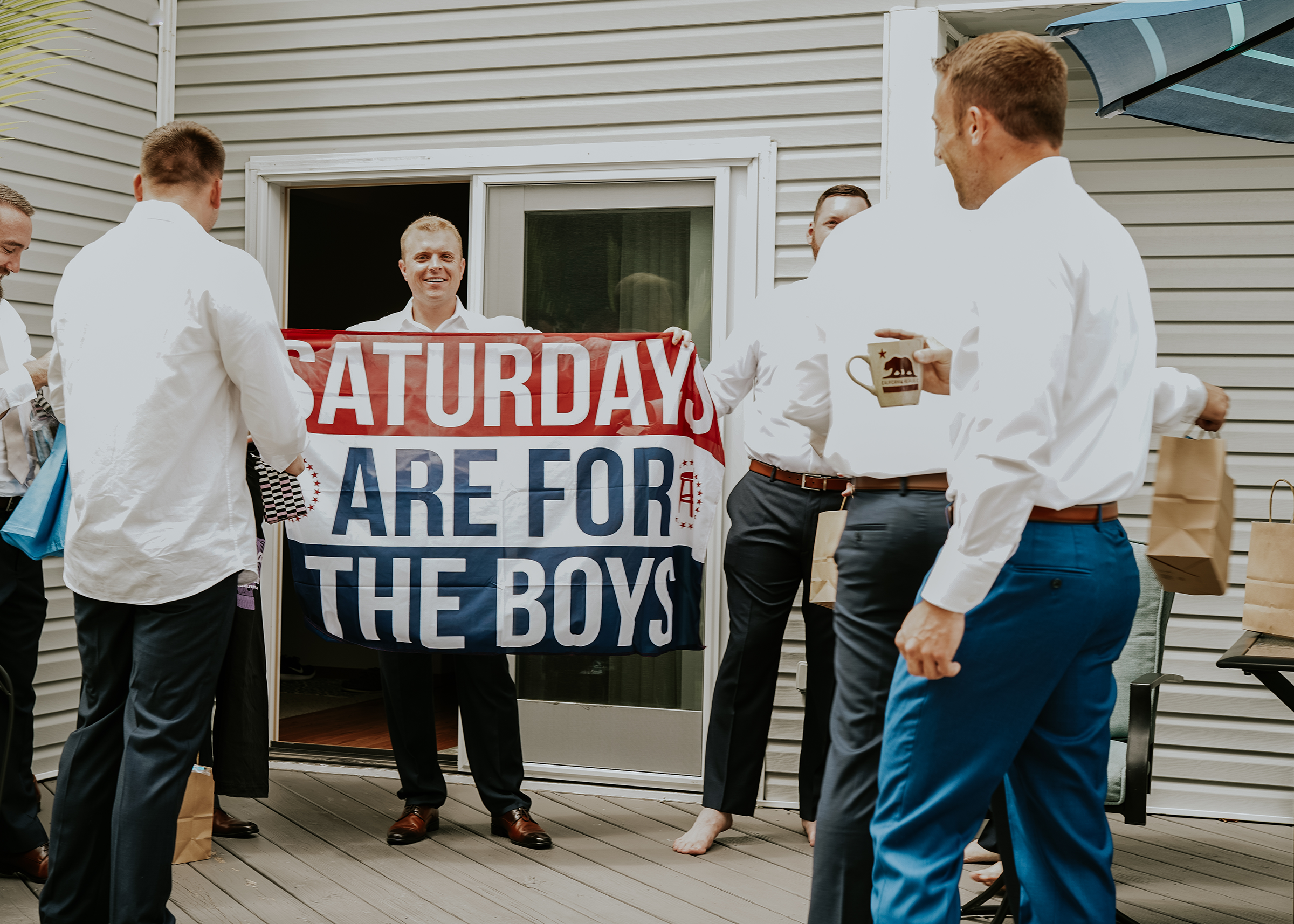 mr-mrs-hull-groomsmen-holding-sign-desmoines-iowa-raelyn-ramey-photography-118.png